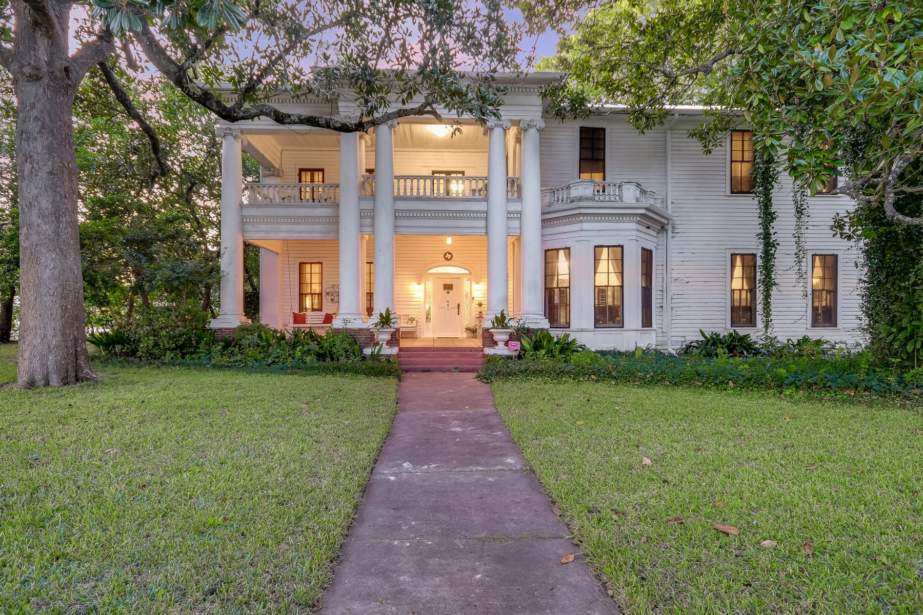 Single Family Homes for Active at 401 Main Street, Smithville, TX 78957 401 Main Street Lots 5-8 Smithville, Texas 78957 United States