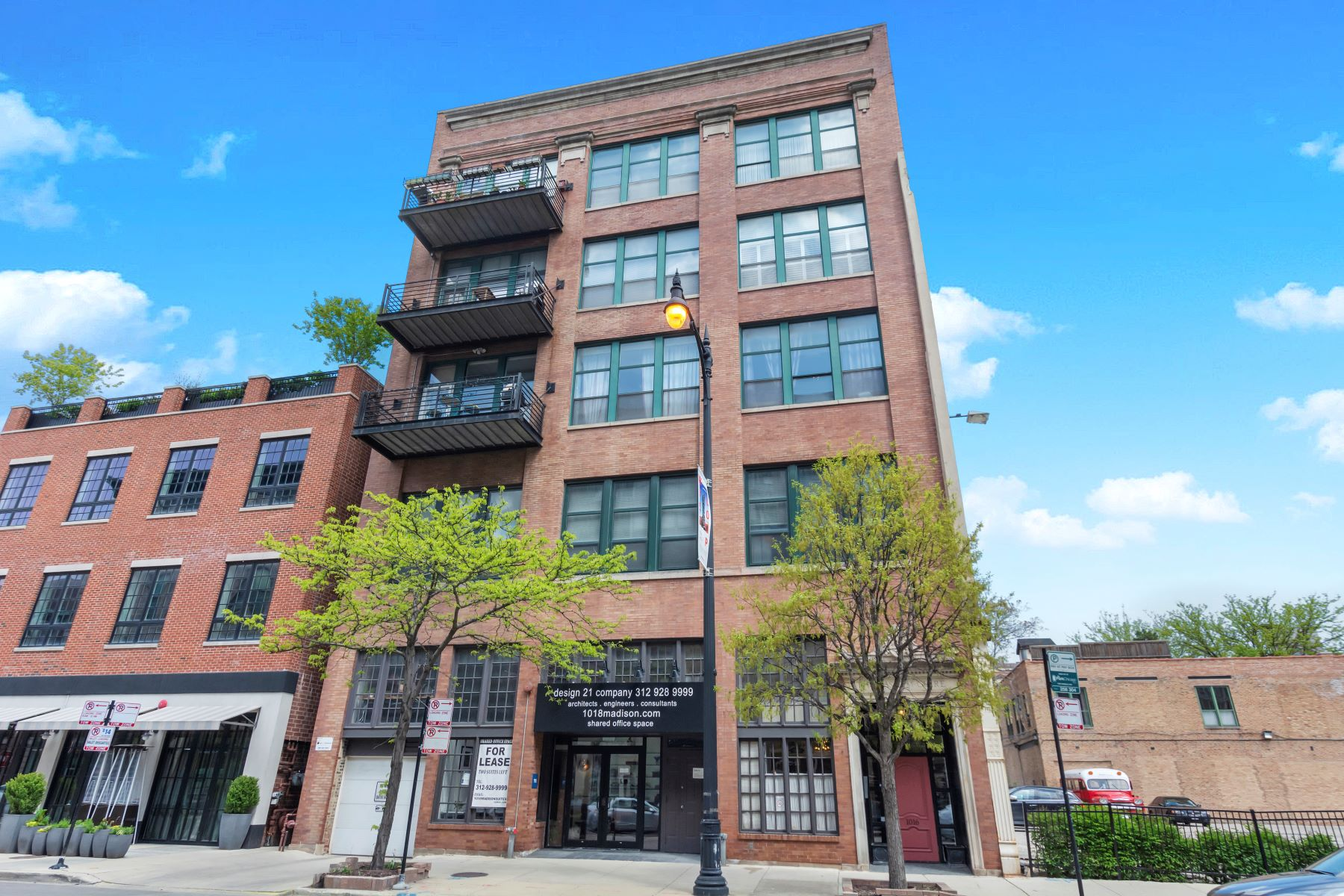 Condominiums for Active at Highly Desirable West Loop Three Bedroom 1016 W Madison Street Unit 4N Chicago, Illinois 60607 United States