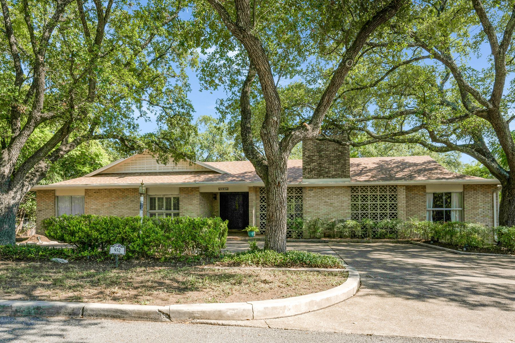 Single Family Homes for Sale at Beautiful Home In Terrell Hills 932 Canterbury Hill Street San Antonio, Texas 78209 United States