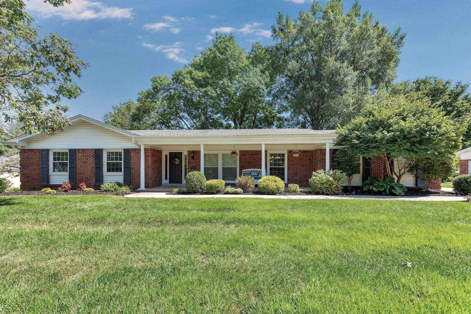Single Family Homes για την Πώληση στο Charming Chesterfield Ranch 296 Chateaugay Lane, Chesterfield, Μιζουρι 63017 Ηνωμένες Πολιτείες