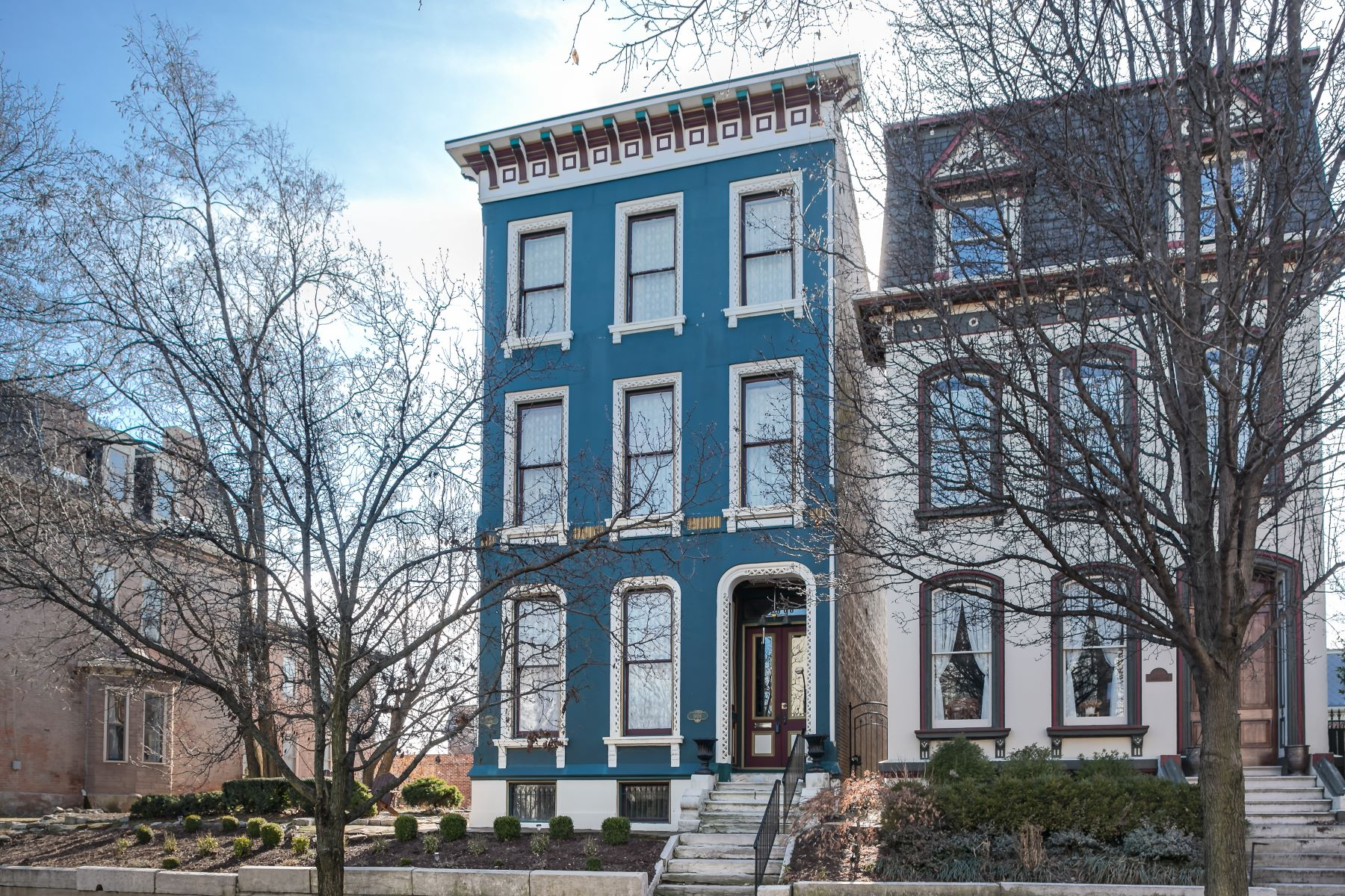 Single Family Homes for Sale at Renovated Victorian Masterpiece in Lafayette Square 1808 Kennett Place St. Louis, Missouri 63104 United States