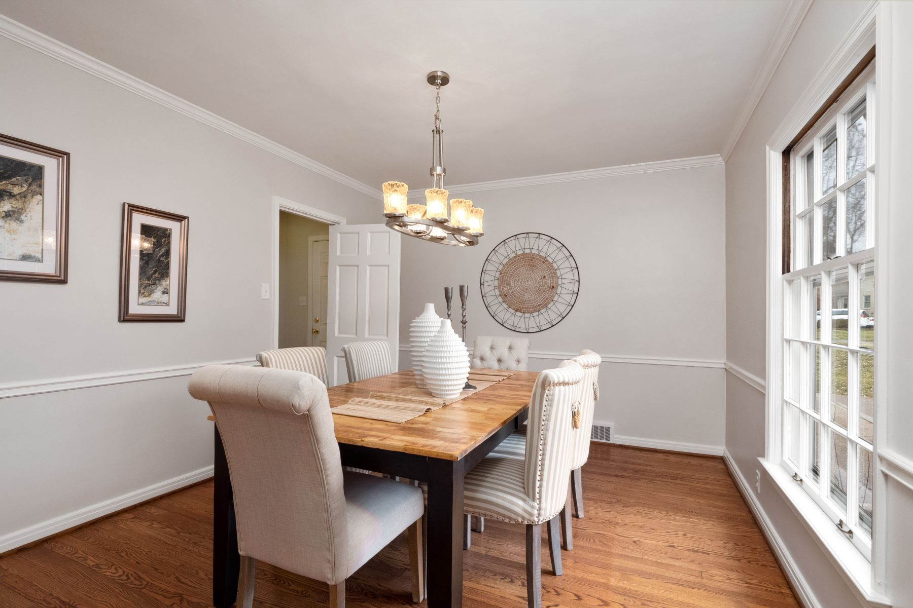 Additional photo for property listing at Beautiful Executive Home in Charming Neighborhood 34 Hill Drive Kirkwood, Missouri 63122 United States
