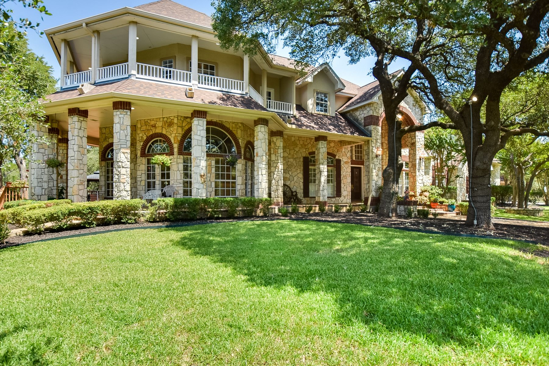 Single Family Homes for Sale at Exquisite Gated Estate in Fair Oaks Ranch 8040 Rolling Acres Trail Fair Oaks Ranch, Texas 78015 United States