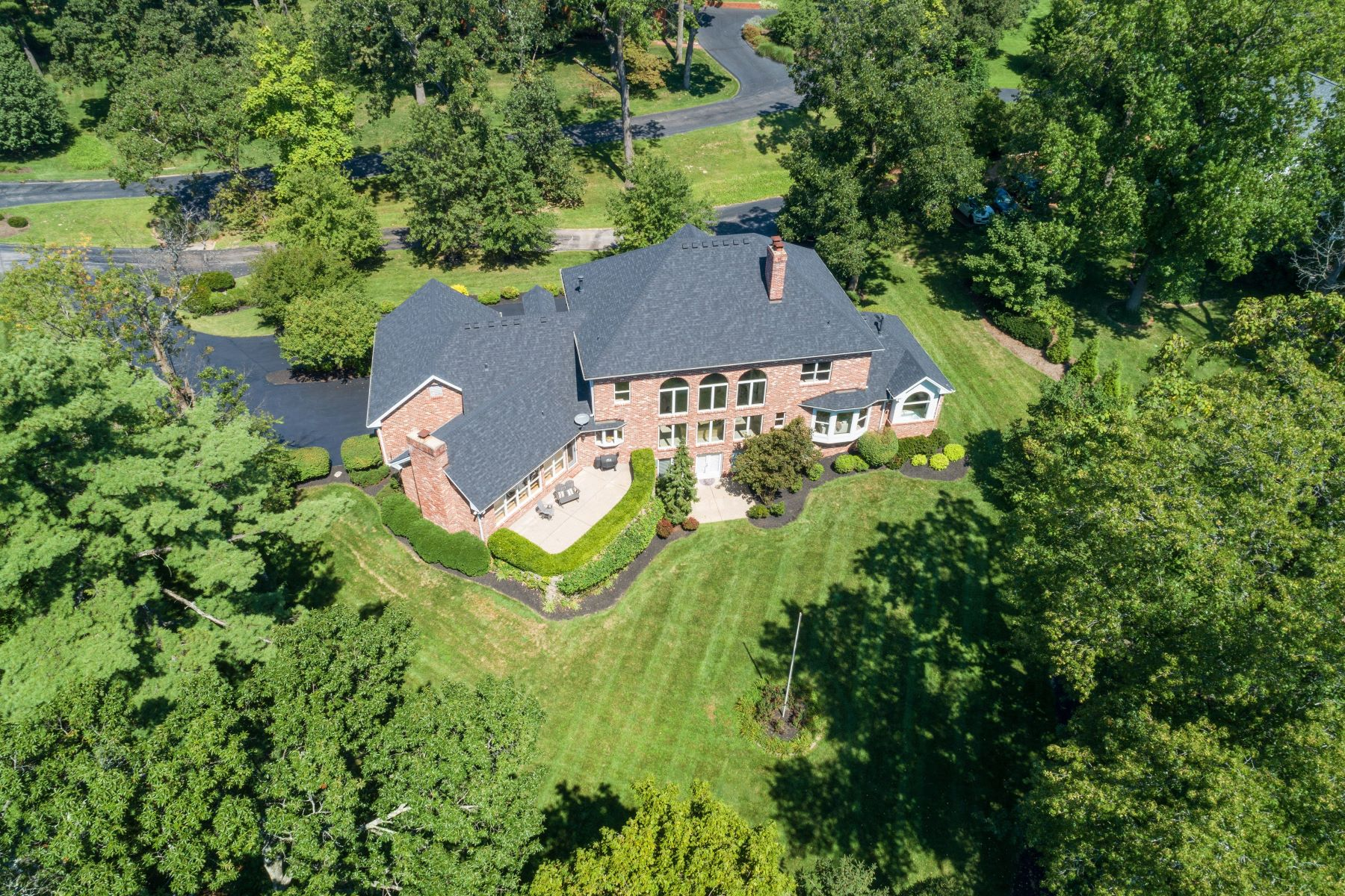 Additional photo for property listing at Exceptional Custom Built Home in Ladue 4 Upper Dromara Lane Ladue, Missouri 63124 United States