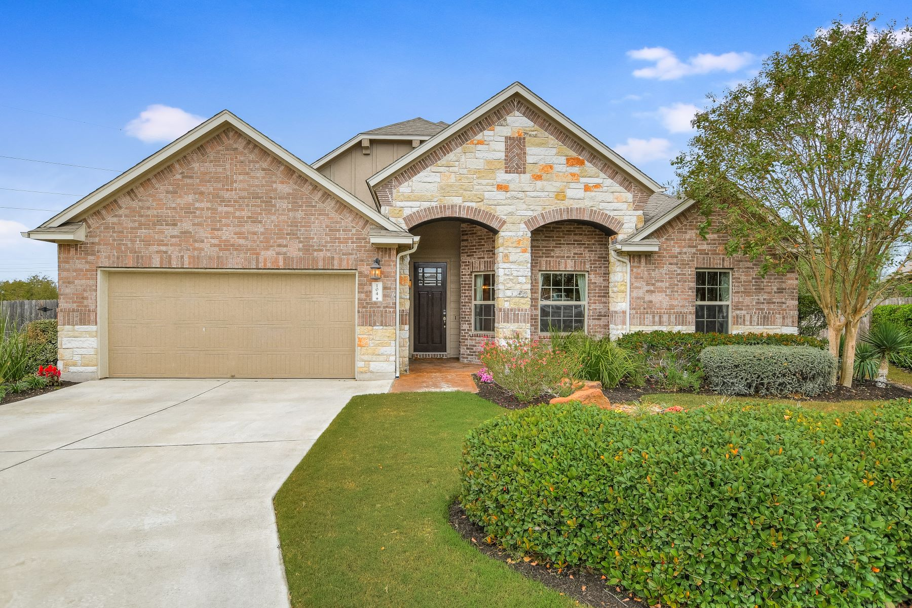 Single Family Homes vì Bán tại 104 Lost Ridge Way, Buda, TX 78610 Buda, Texas 78610 Hoa Kỳ