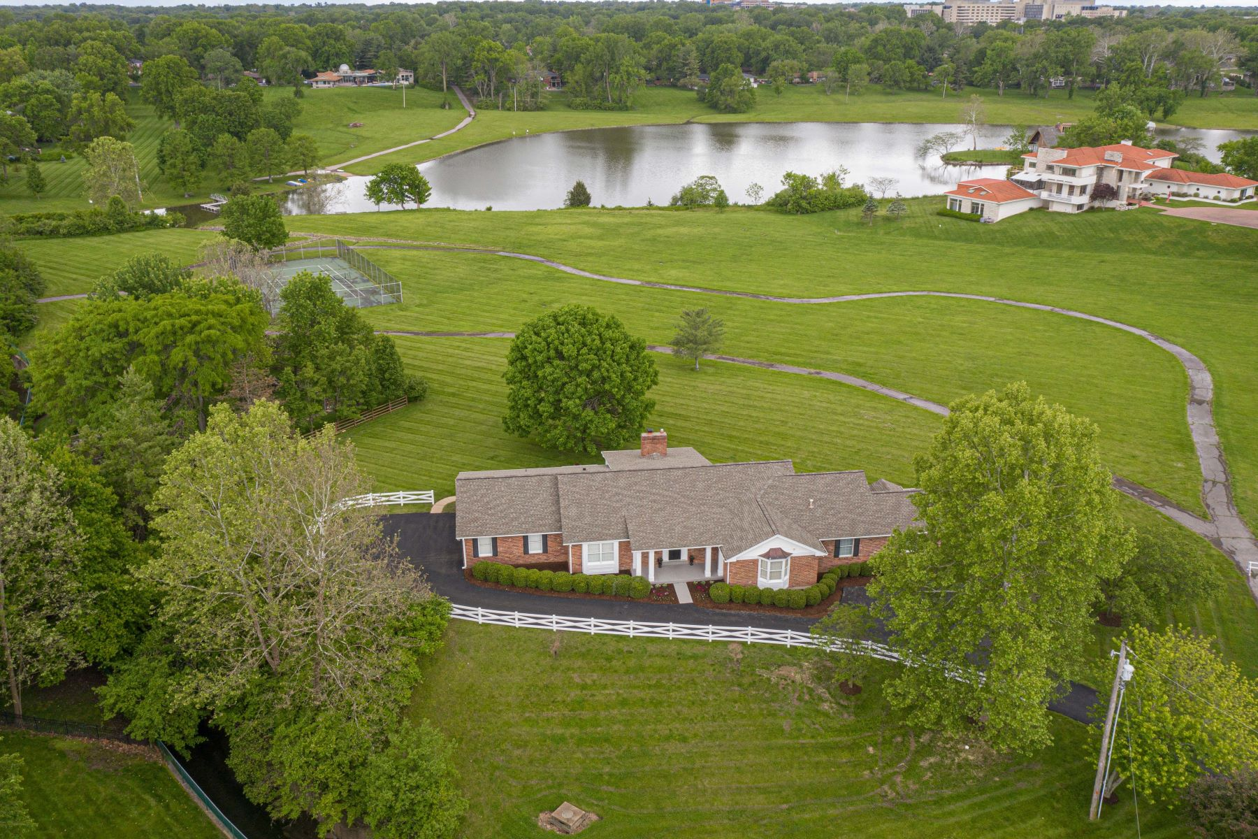 Additional photo for property listing at Inviting and open ranch with lake views! 11510 Ladue Road Creve Coeur, Missouri 63141 United States