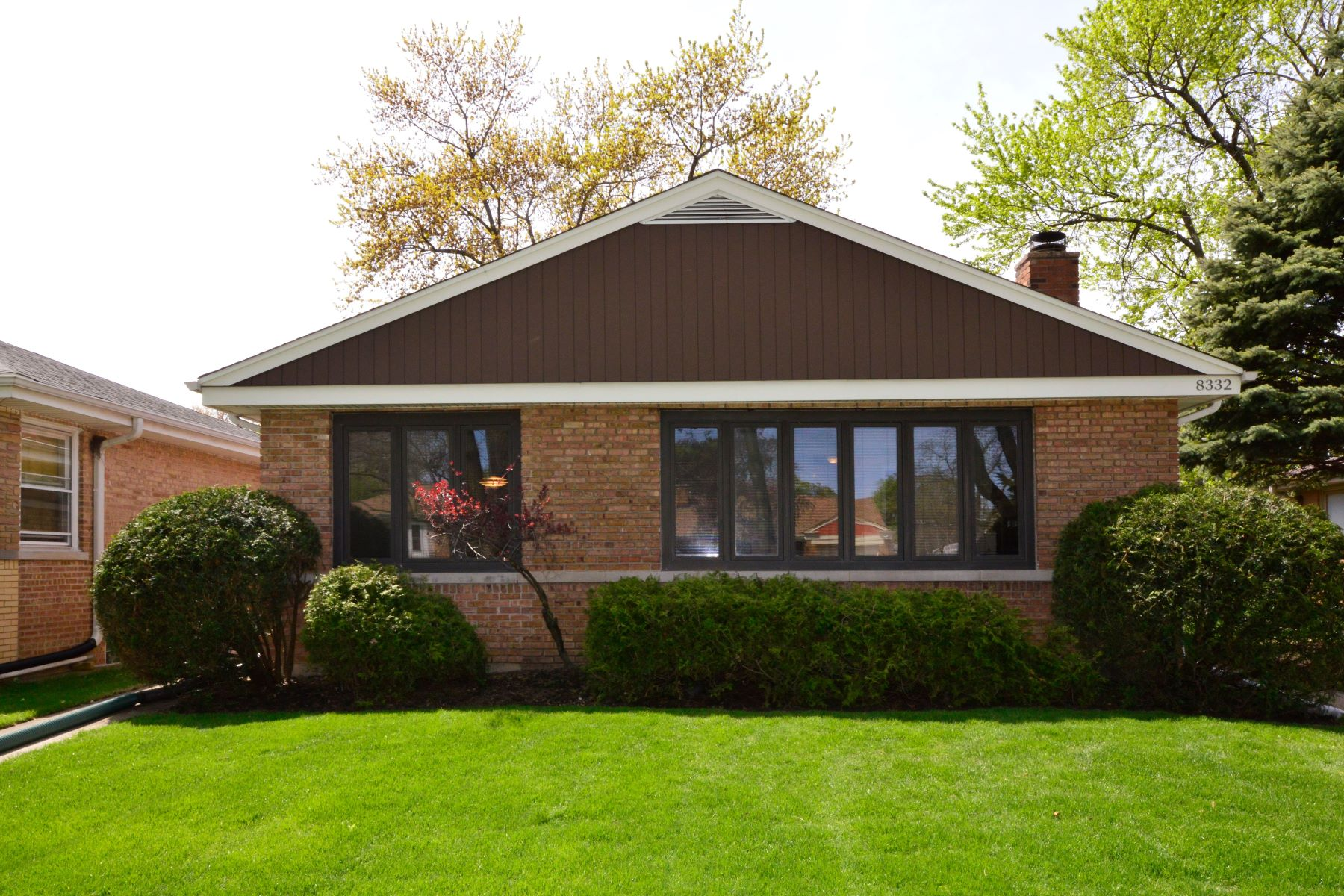 Single Family Homes for Active at This One Checks All The Boxes! 8332 Tripp Avenue Skokie, Illinois 60076 United States