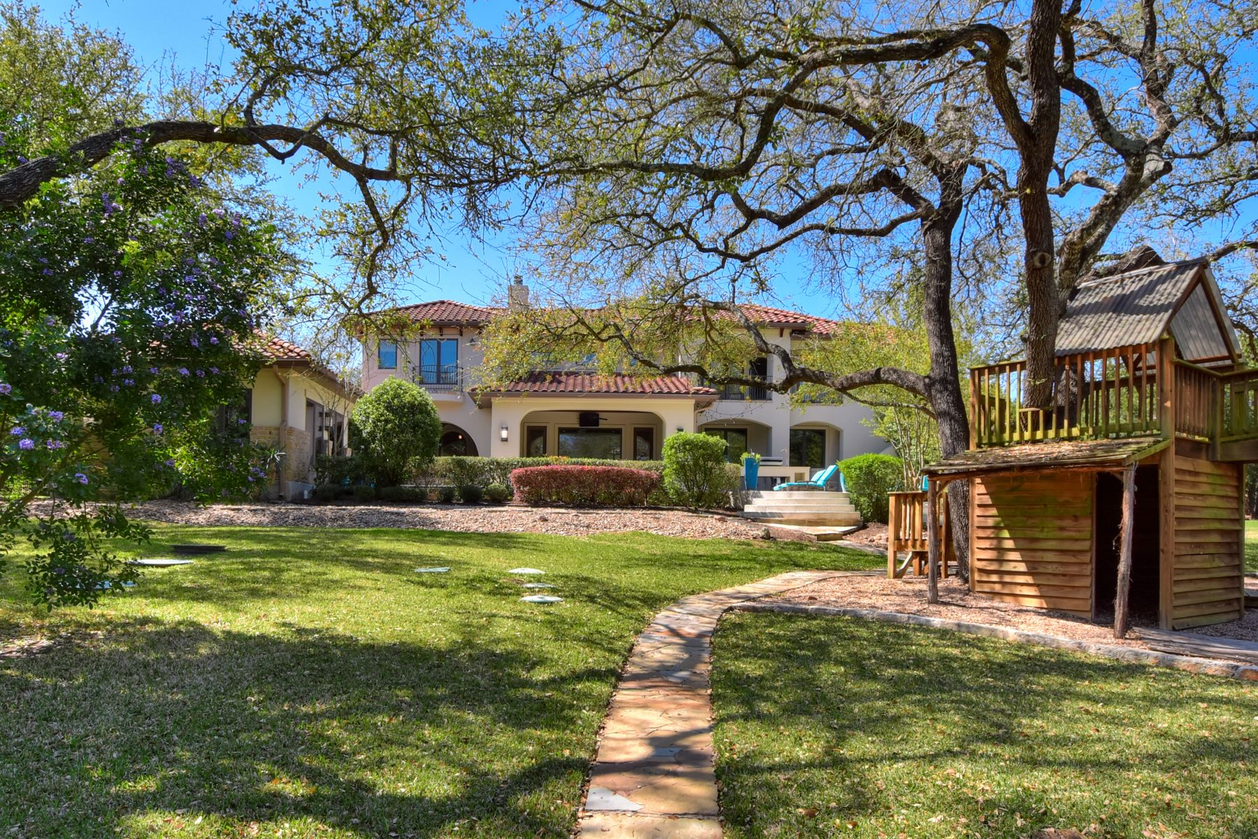Additional photo for property listing at Stunning Custom Home on Cul de Sac 8701 Smoketree Cove Austin, Texas 78735 United States