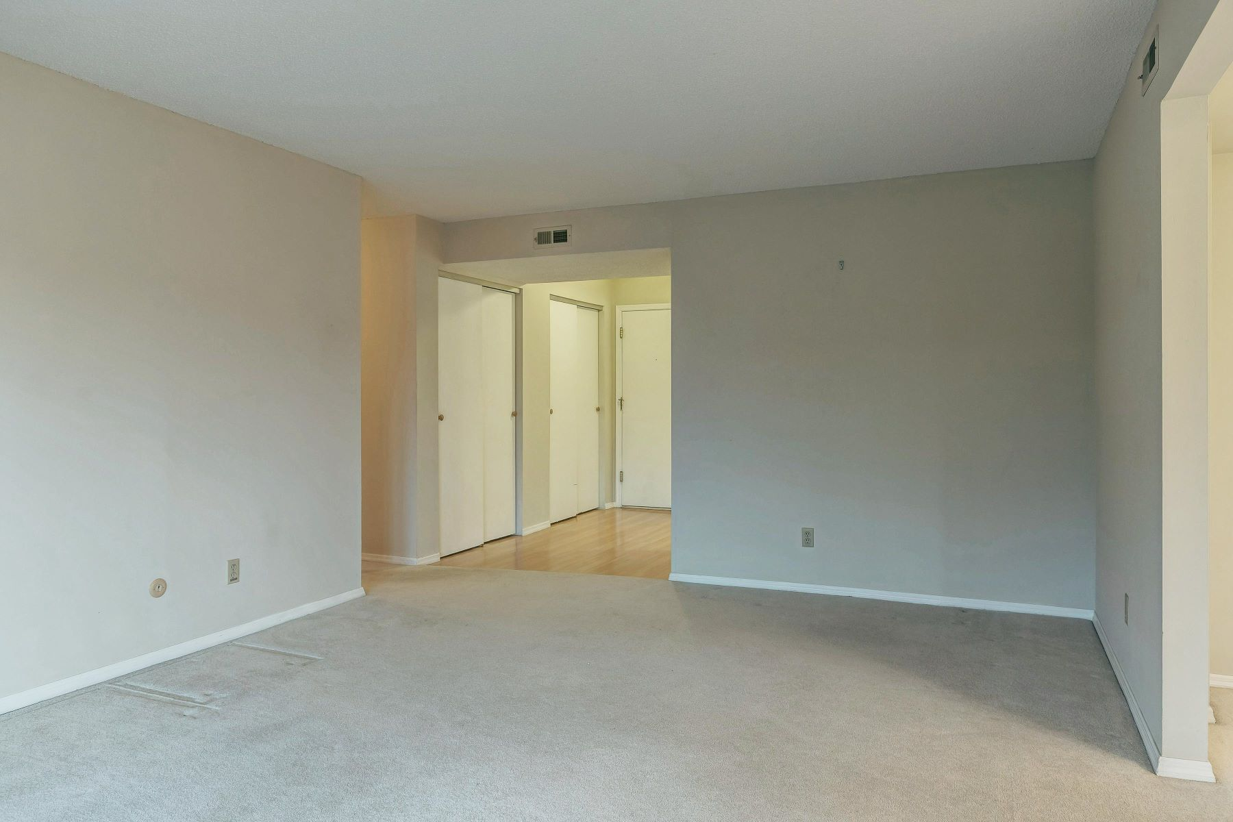 Additional photo for property listing at Lovely Creve Coeur Condo 564 Sarah Lane #205 Creve Coeur, Missouri 63141 United States
