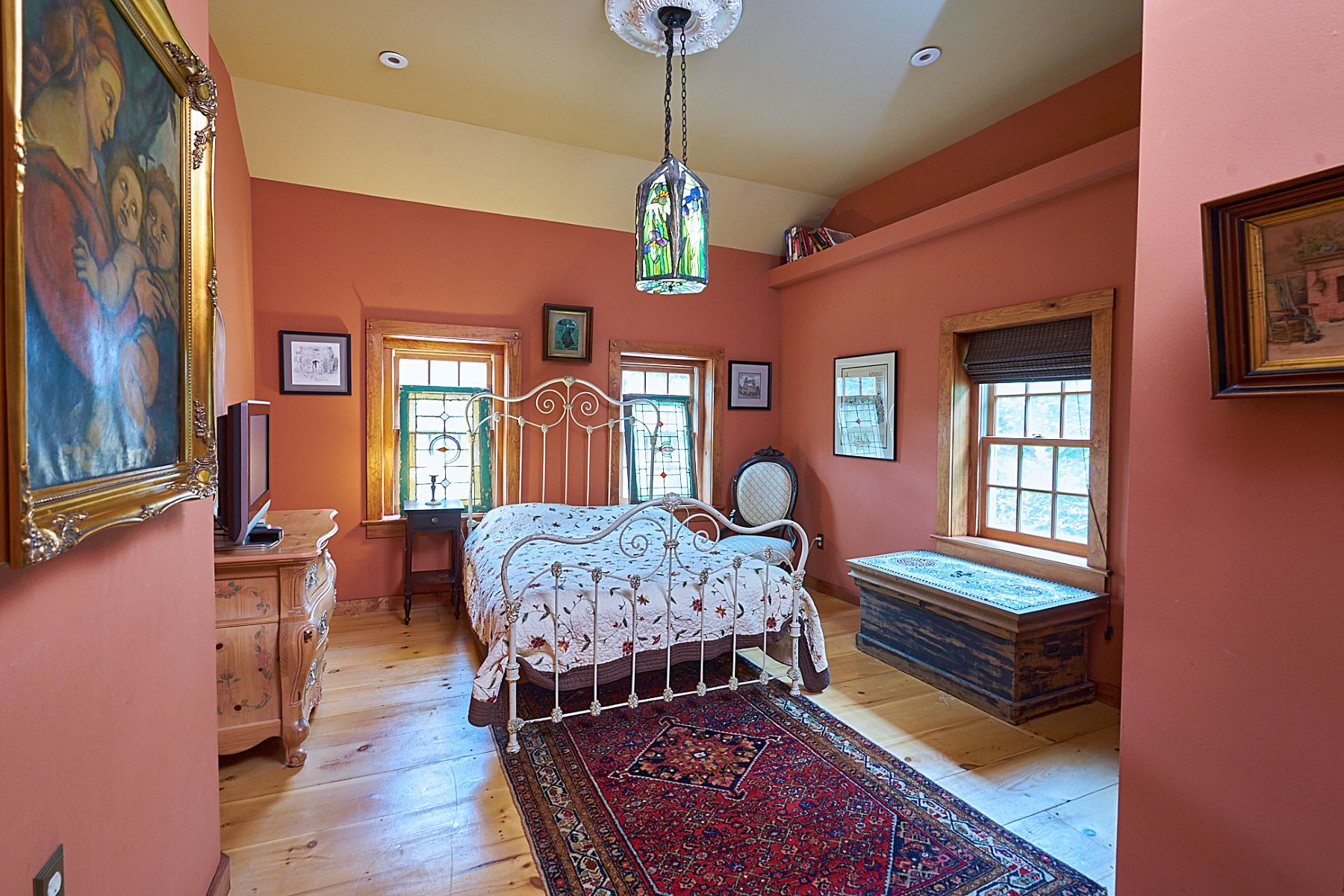 Additional photo for property listing at Something Special In The Heart Of Town 76 Old York Road, New Hope, Pennsylvania 18938 United States