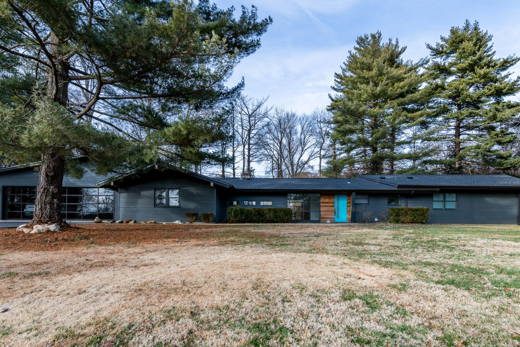 Single Family Homes for Sale at Beautifully remodeled Mid-Century home in Kirkwood 2005 Rayner Road Kirkwood, Missouri 63122 United States