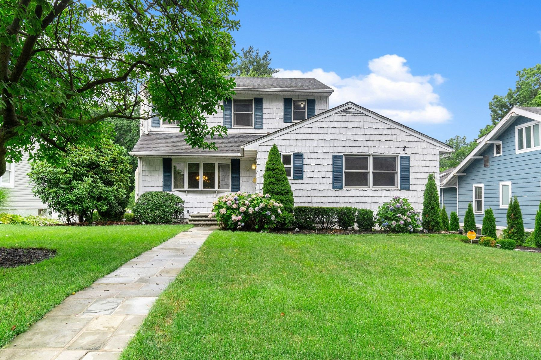 Single Family Homes 為 出售 在 72 Glen Cove Drive, Glen Head, Ny, 11545 Glen Head, 纽约 11545 美國