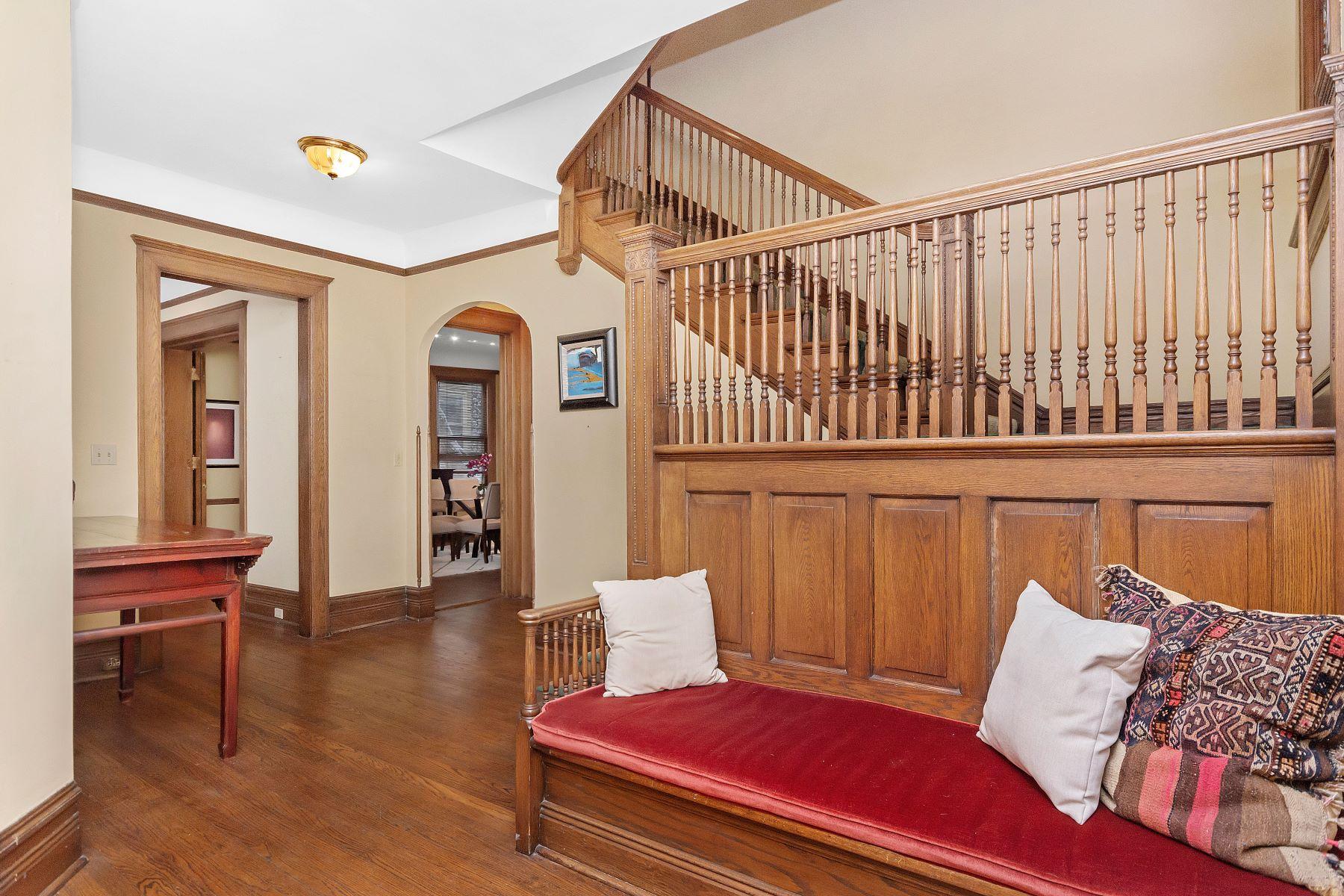 Single Family Homes για την Πώληση στο Elegant Victorian 1130 Michigan Avenue, Evanston, Ιλινοϊσ 60202 Ηνωμένες Πολιτείες