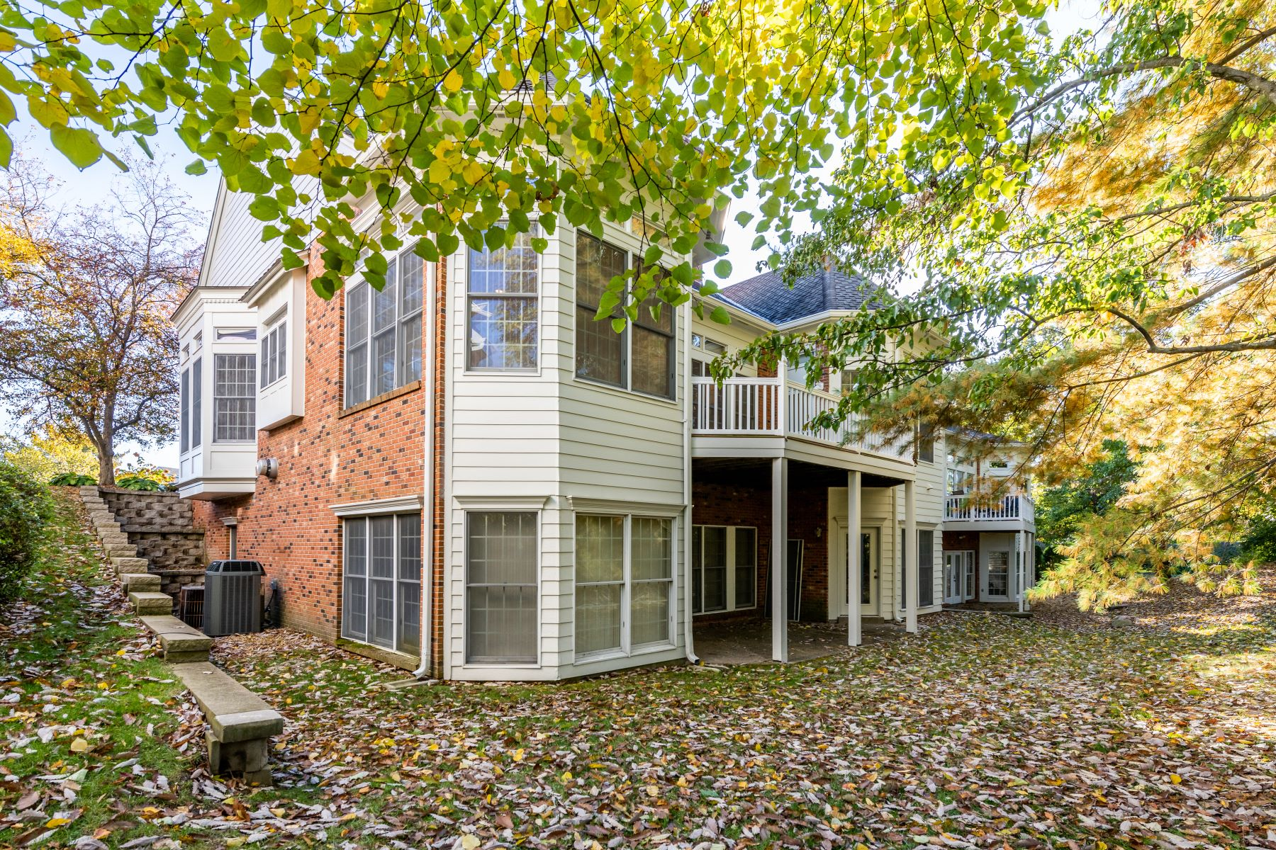 Additional photo for property listing at Spacious Chesterfield Villa 651 Spyglass Summit Drive Chesterfield, Missouri 63017 United States
