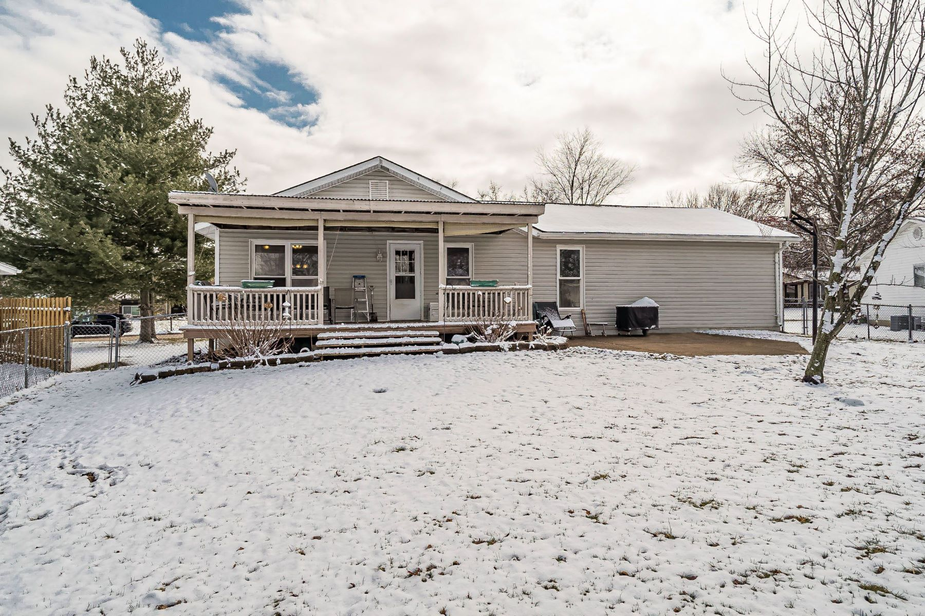 Additional photo for property listing at Ranch home on a great level lot in St. Peters! 8 Countrywood Drive St. Peters, Missouri 63376 United States
