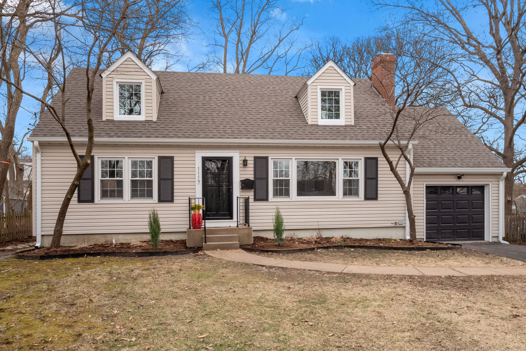 Single Family Homes for Sale at Renovated Webster Groves Charmer 1117 Elm Drive Webster Groves, Missouri 63119 United States