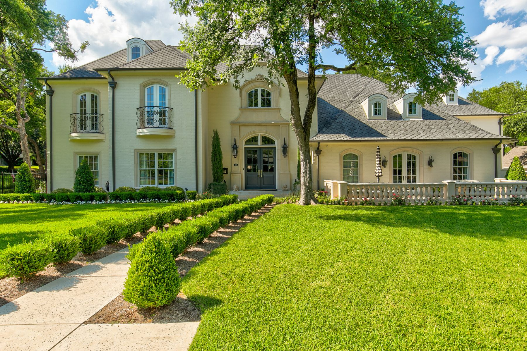 Single Family Homes for Sale at Overton Park Masterpiece 4212 Tanbark Trail Fort Worth, Texas 76109 United States
