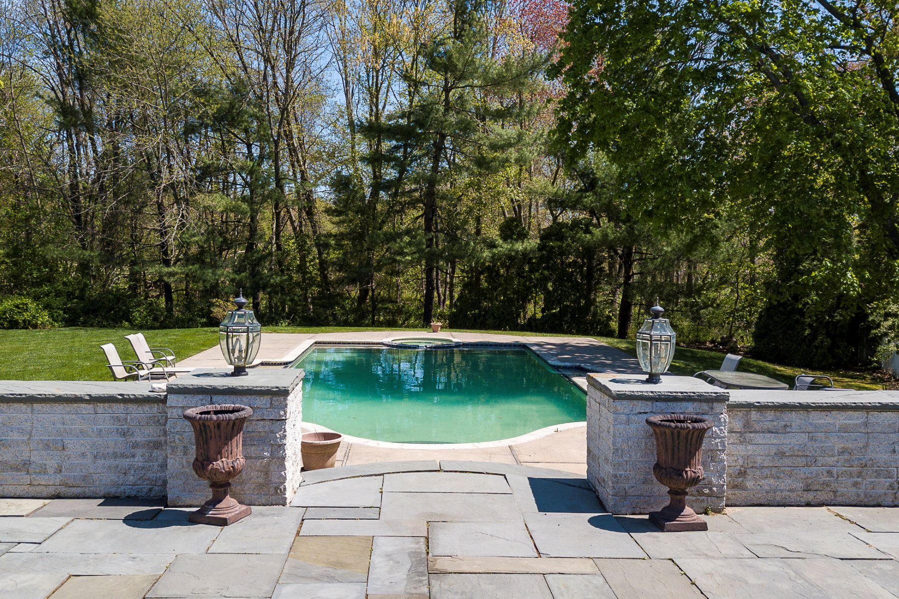 Additional photo for property listing at Undeniably Grand, Infinitely Livable 900 Robbinsville Allentown Road, Robbinsville, New Jersey 08691 United States
