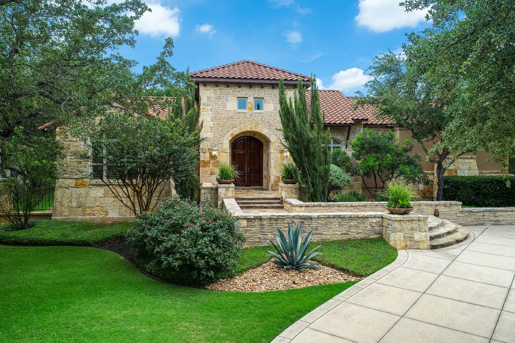 Single Family Homes for Sale at Exquisitely Crafted Estate 607 Bentley Manor Shavano Park, Texas 78249 United States