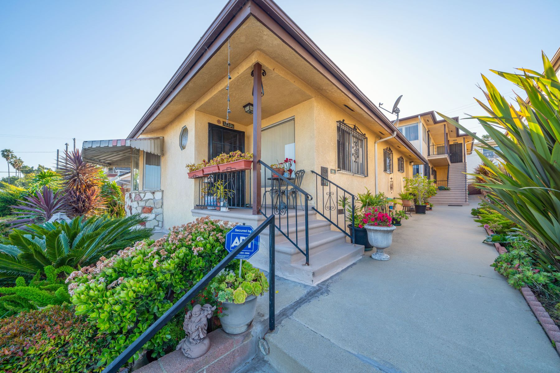 Multi-Family Homes for Sale at 1233 1/2 South Meyler Street, Los Angeles, CA 90731 1233 South Meyler Street Los Angeles, California 90731 United States