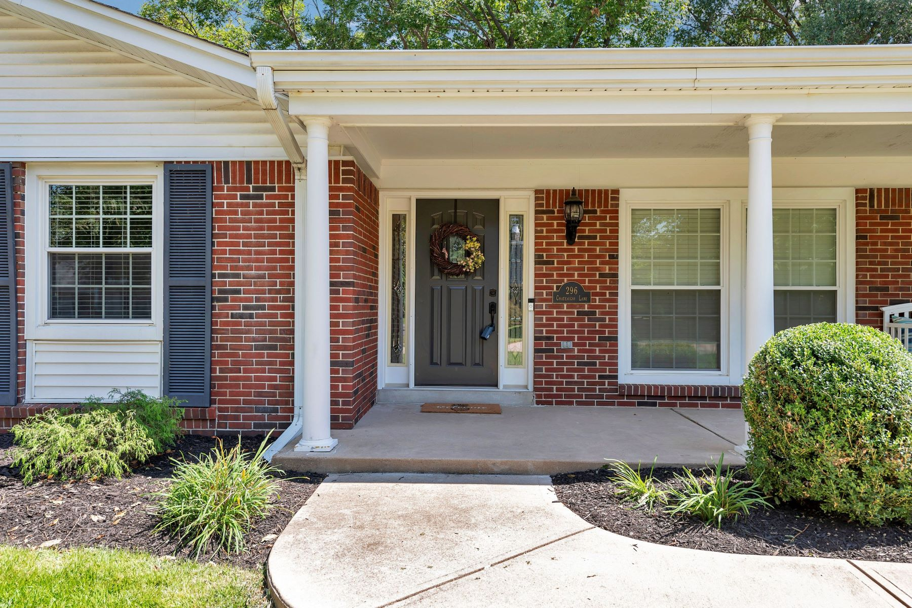 Additional photo for property listing at Charming Chesterfield Ranch 296 Chateaugay Lane, Chesterfield, Missouri 63017 United States