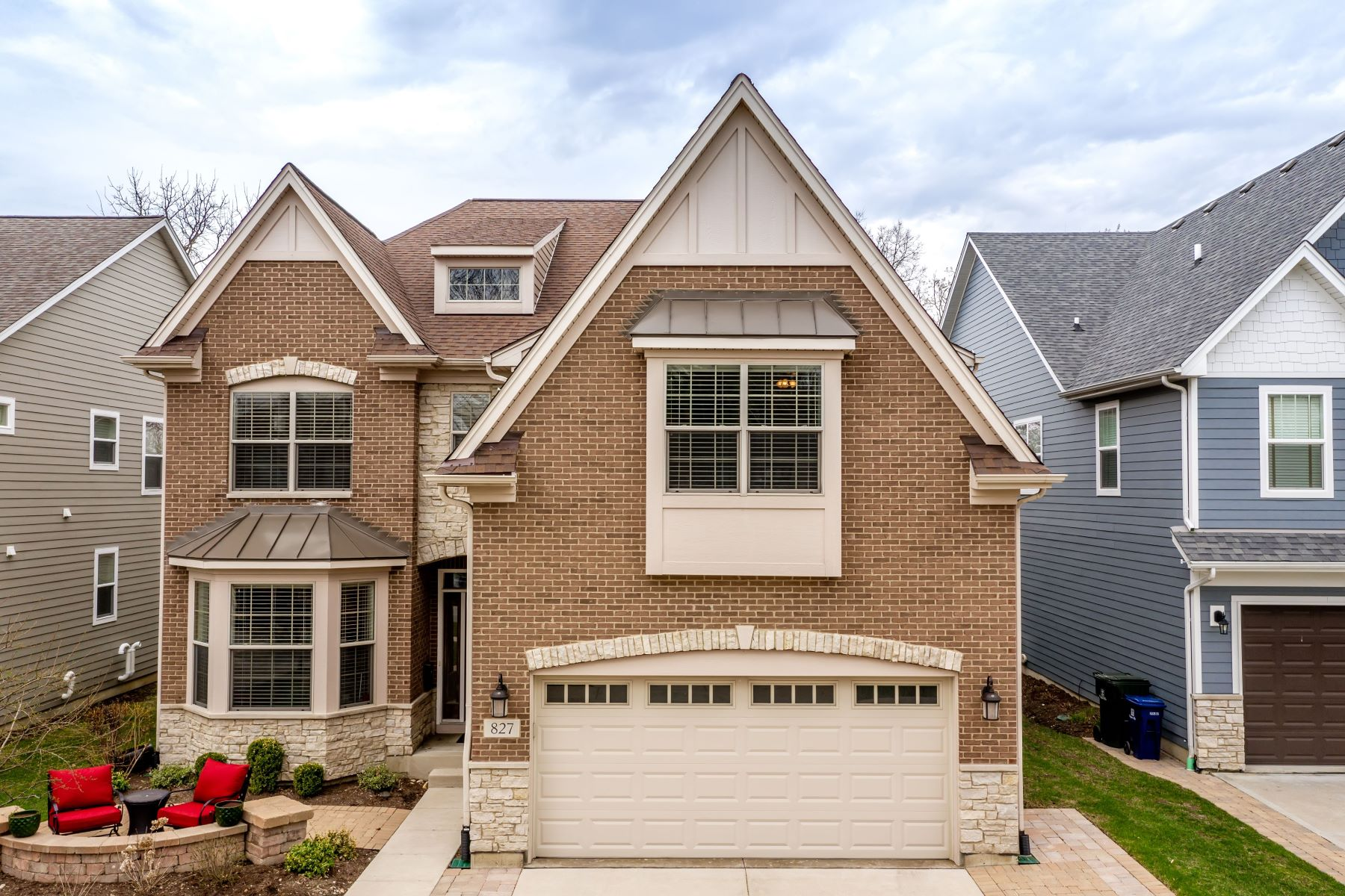 Single Family Homes voor Verkoop op Spectacular Open Layout Naperville Home 827 N Eagle Street, Naperville, Illinois 60563 Verenigde Staten