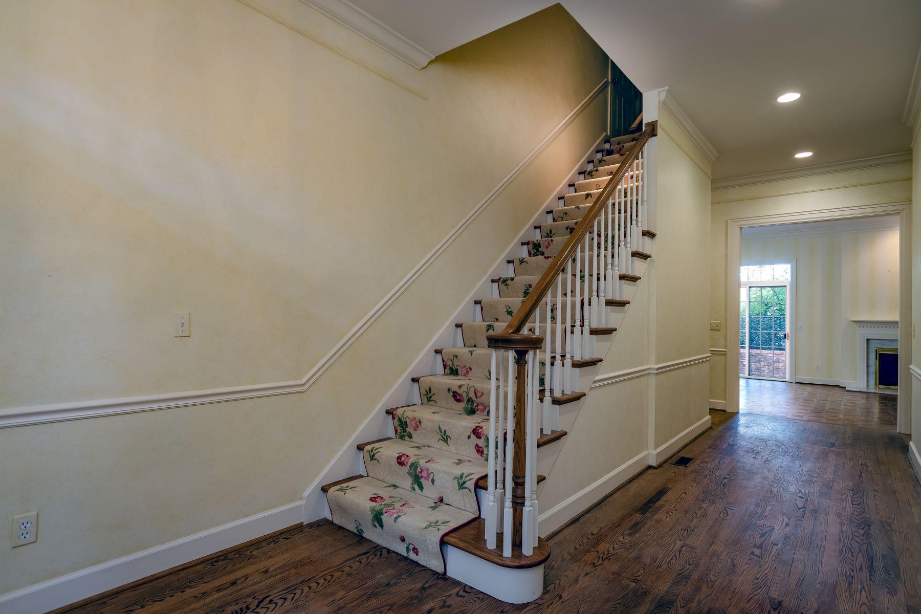 Additional photo for property listing at Sought After Villa in Olivette 5 Upper Price Road Olivette, Missouri 63132 United States