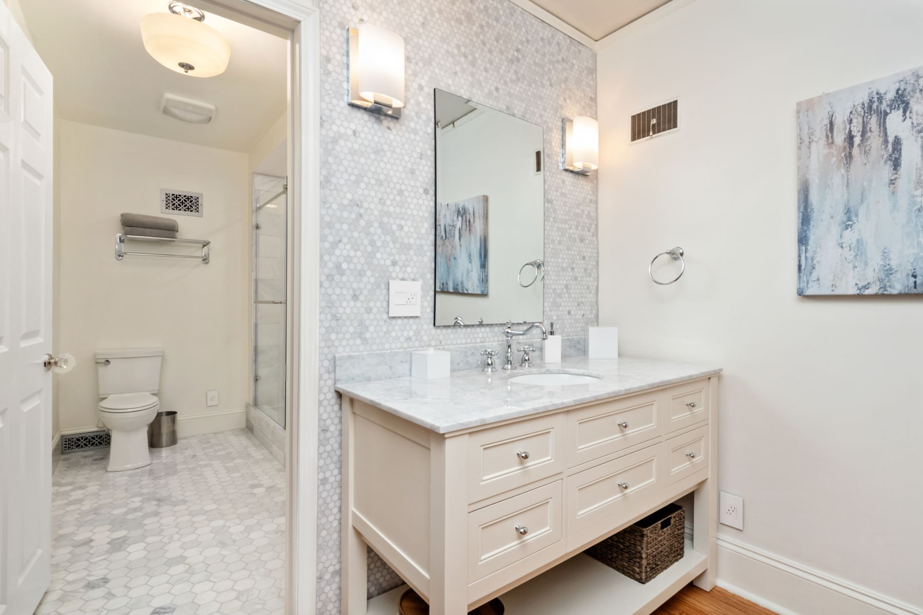Additional photo for property listing at Gracious and Sophisticated 82 Lake Forest Drive Richmond Heights, Missouri 63117 United States