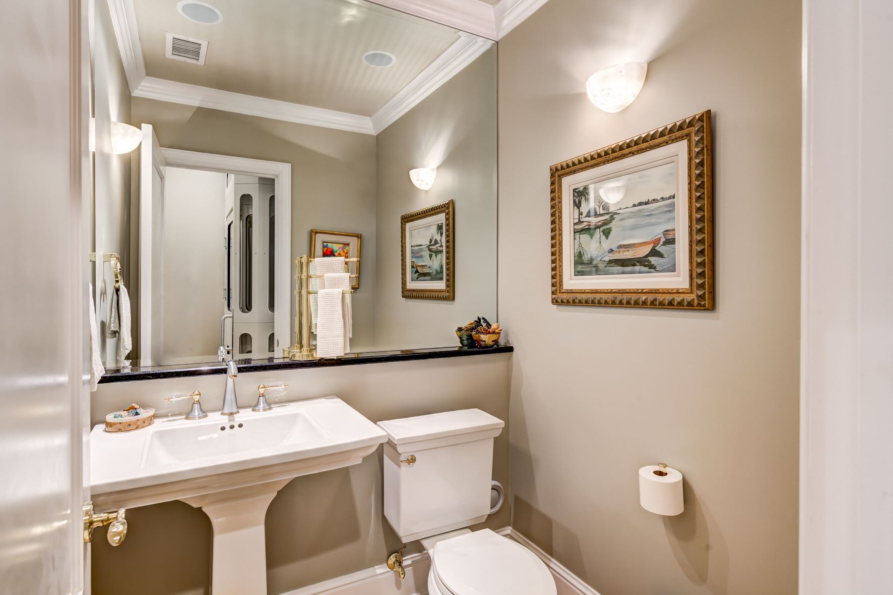 Additional photo for property listing at Elegant Townhouse Condo in The Residence 800 South Hanley Road #4E Clayton, Missouri 63105 United States