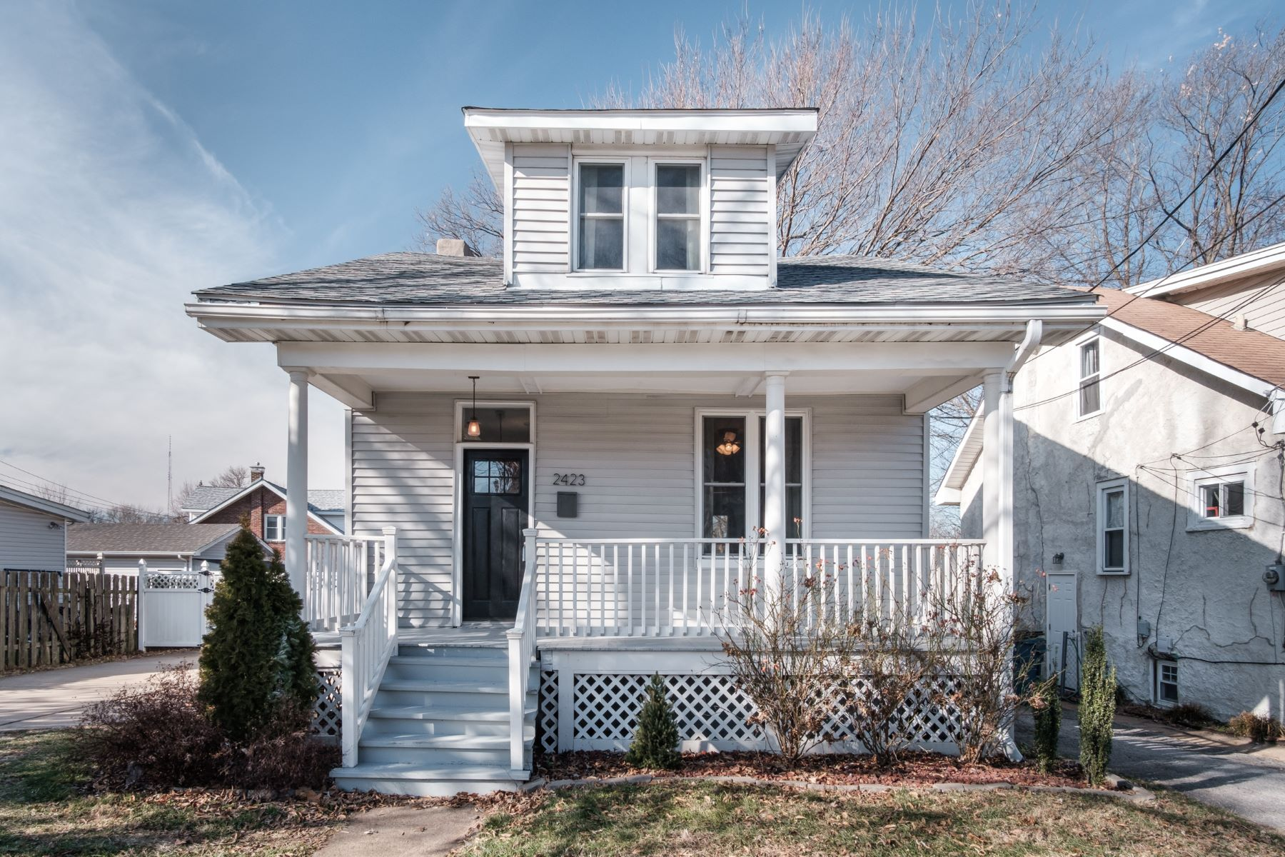 Single Family Homes for Sale at Charming 2 bed 1 bath in Maplewood 2423 Florent Avenue Maplewood, Missouri 63143 United States