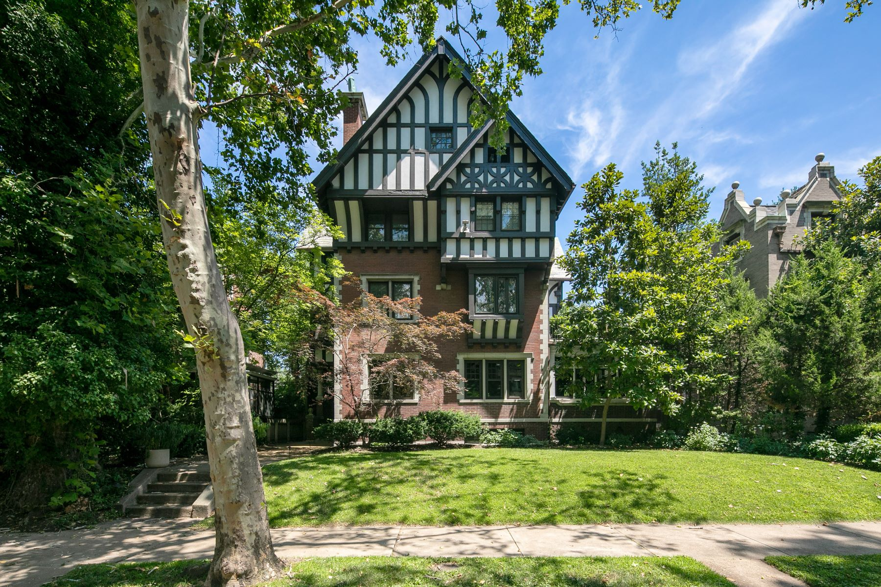 Single Family Homes for Sale at A striking blend of original historic character and modern renovations! 4949 Pershing Place St. Louis, Missouri 63108 United States
