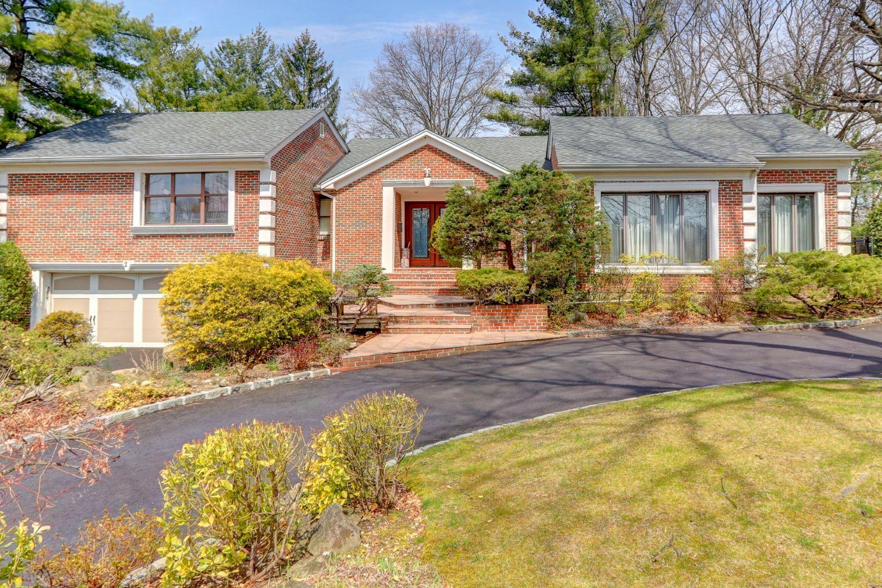 Single Family Homes 為 出售 在 2 Woods Drive, East Hills, Ny, 11576 East Hills, 纽约 11576 美國