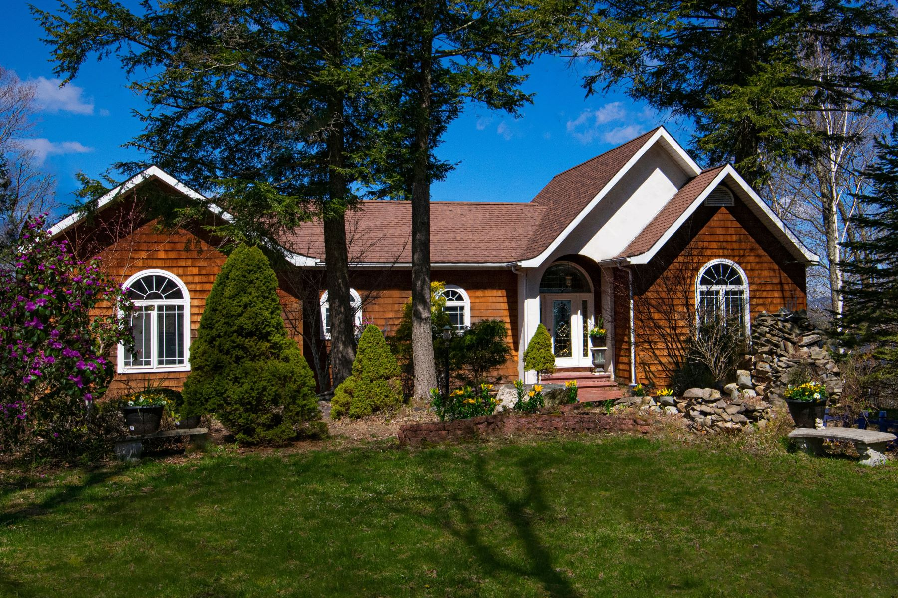 Single Family Homes 為 出售 在 Exquisite Schroon Lake Home 239 Mill Creek Rd, Adirondack, 纽约 12808 美國