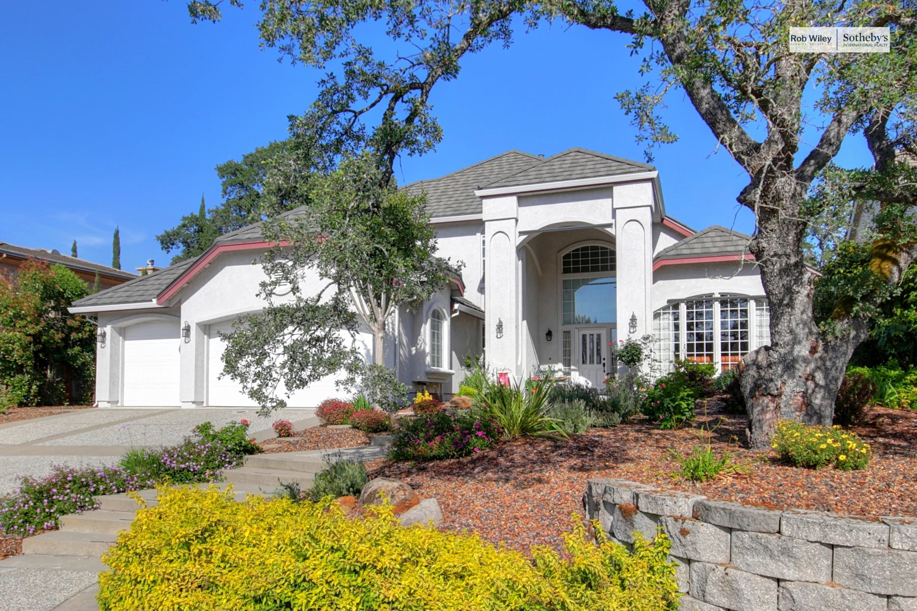 Single Family Homes for Sale at 103 Ash Creek Court, Folsom, CA 95630 103 Ash Creek Court Folsom, California 95630 United States