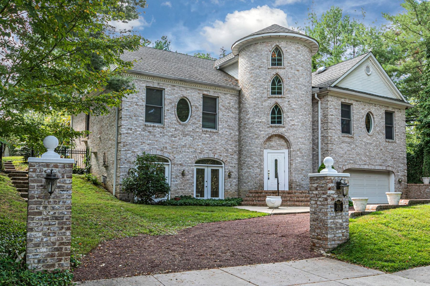 Property per Vendita alle ore Large, Lofty & Like No Other 176 Westcott Road, Princeton, New Jersey 08540 Stati Uniti