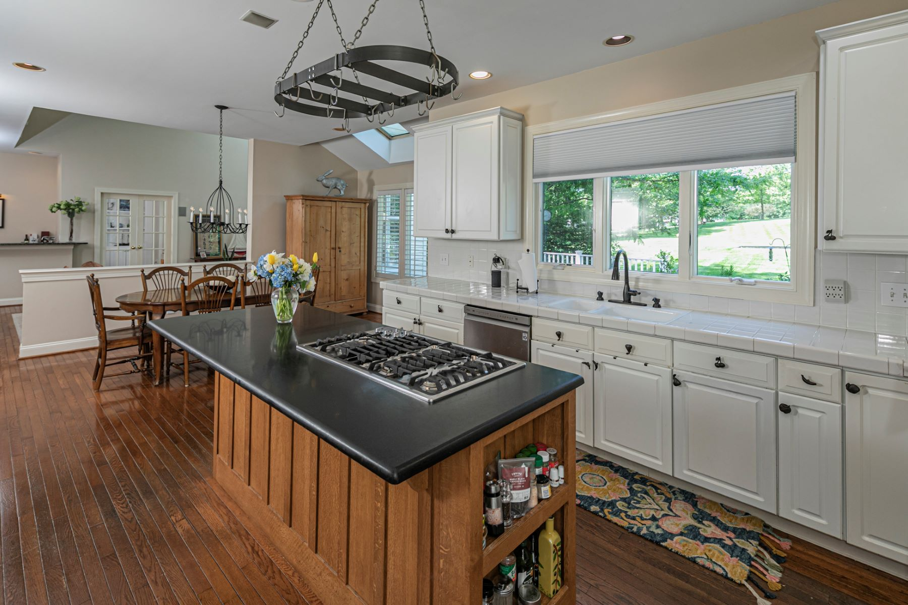 Additional photo for property listing at Perfectly Positioned in Princeton's Ettl Farm 173 Christopher Drive, Princeton, New Jersey 08540 United States