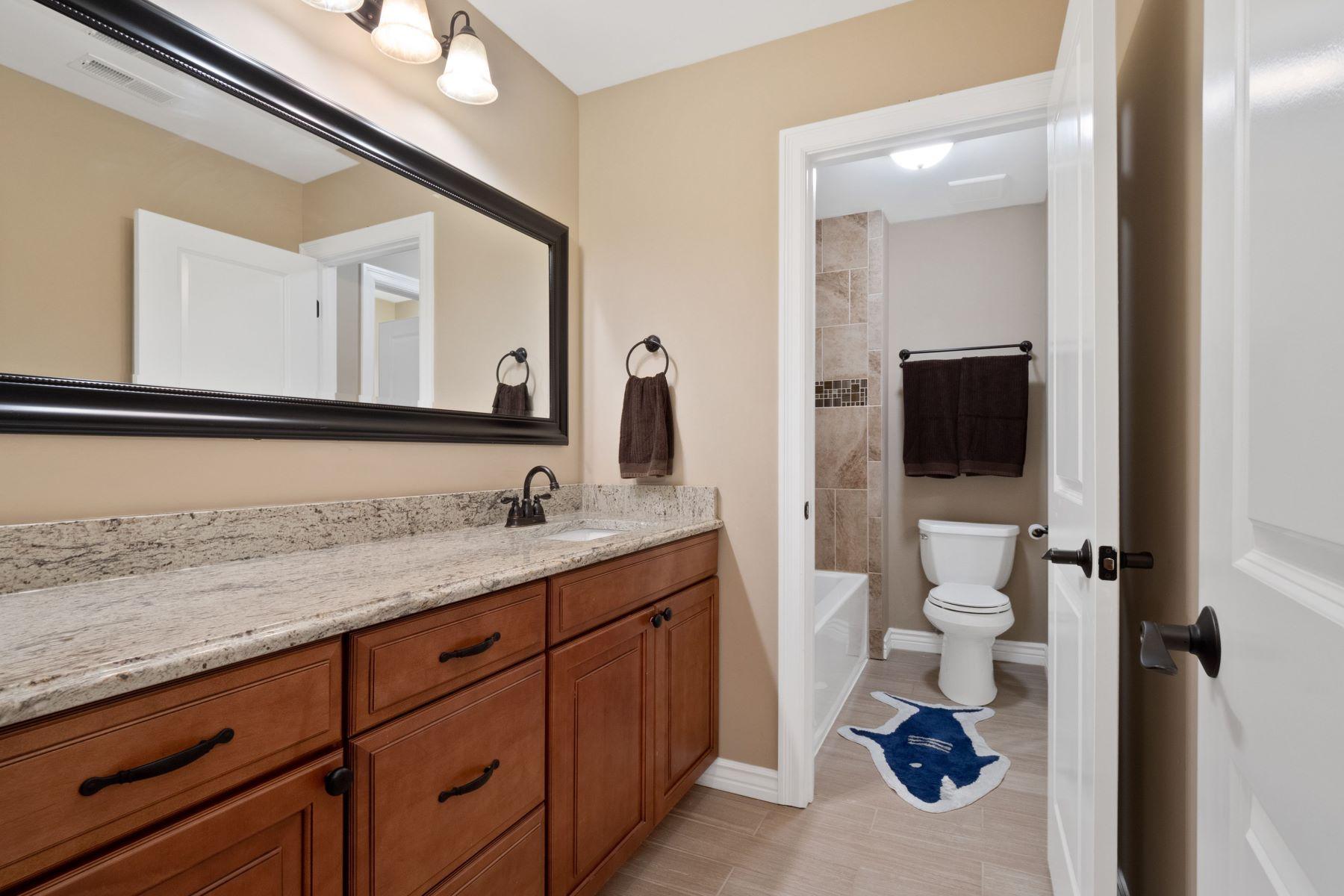 Additional photo for property listing at Beautiful Executive Home 908 Coronet Drive Ballwin, Missouri 63011 United States