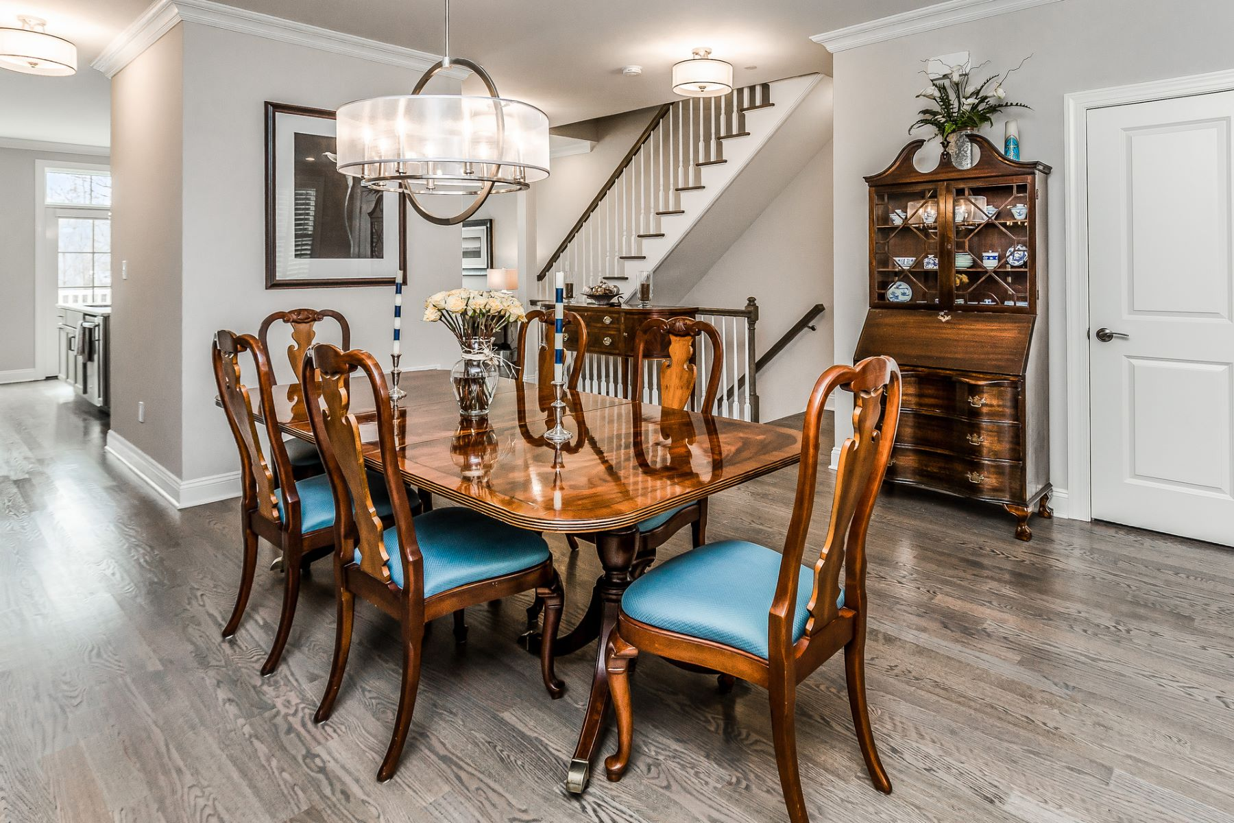 Additional photo for property listing at Dramatic In-Town Living At Your Door 2 River Mills Drive, Frenchtown, New Jersey 08825 United States