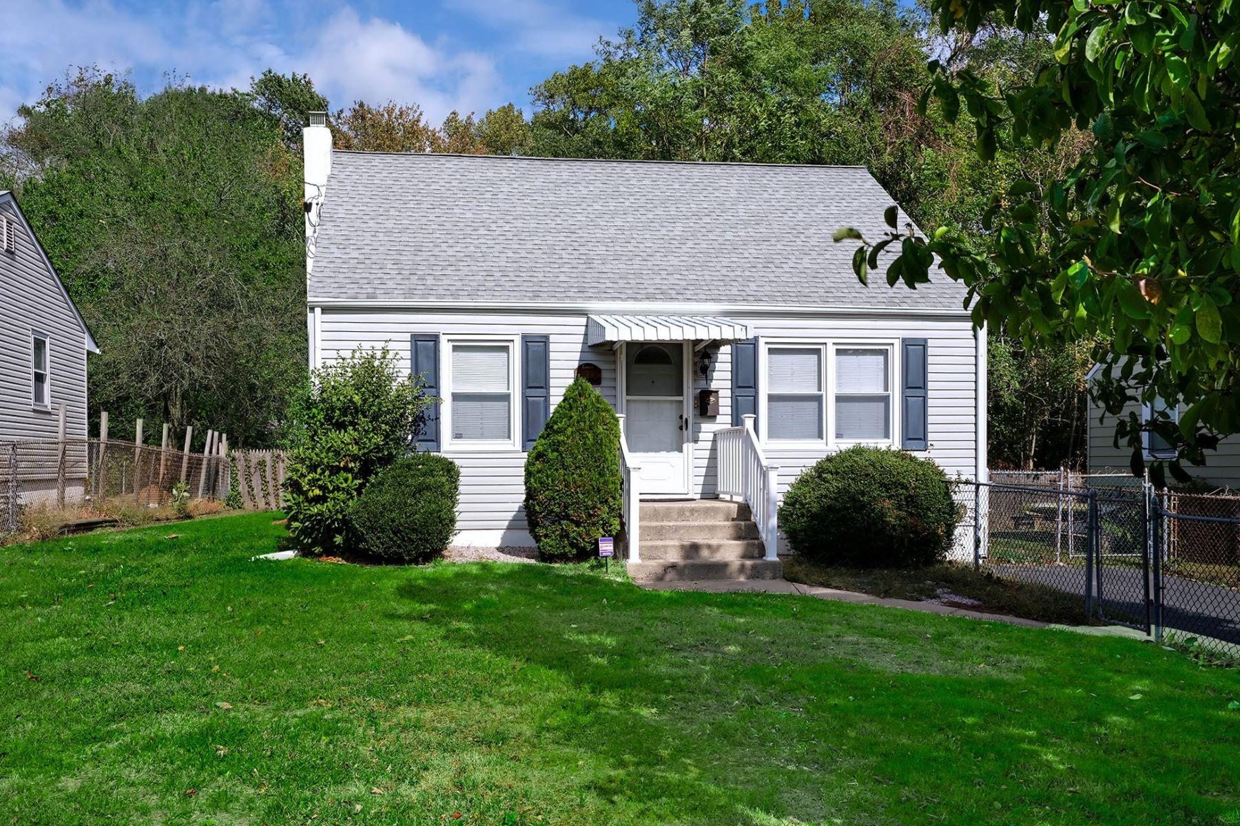 Single Family Homes por un Venta en Adorable Cottage in Steinert School District 134 Hauser Avenue Hamilton, Nueva Jersey 08620 Estados Unidos