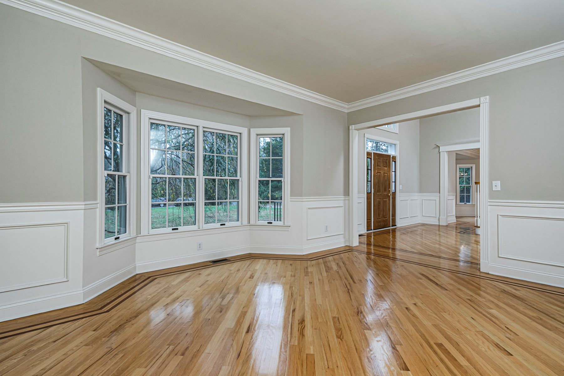 Additional photo for property listing at A Refined Interior Full of Finishing Touches 10 East Shore Drive, Princeton, New Jersey 08540 United States