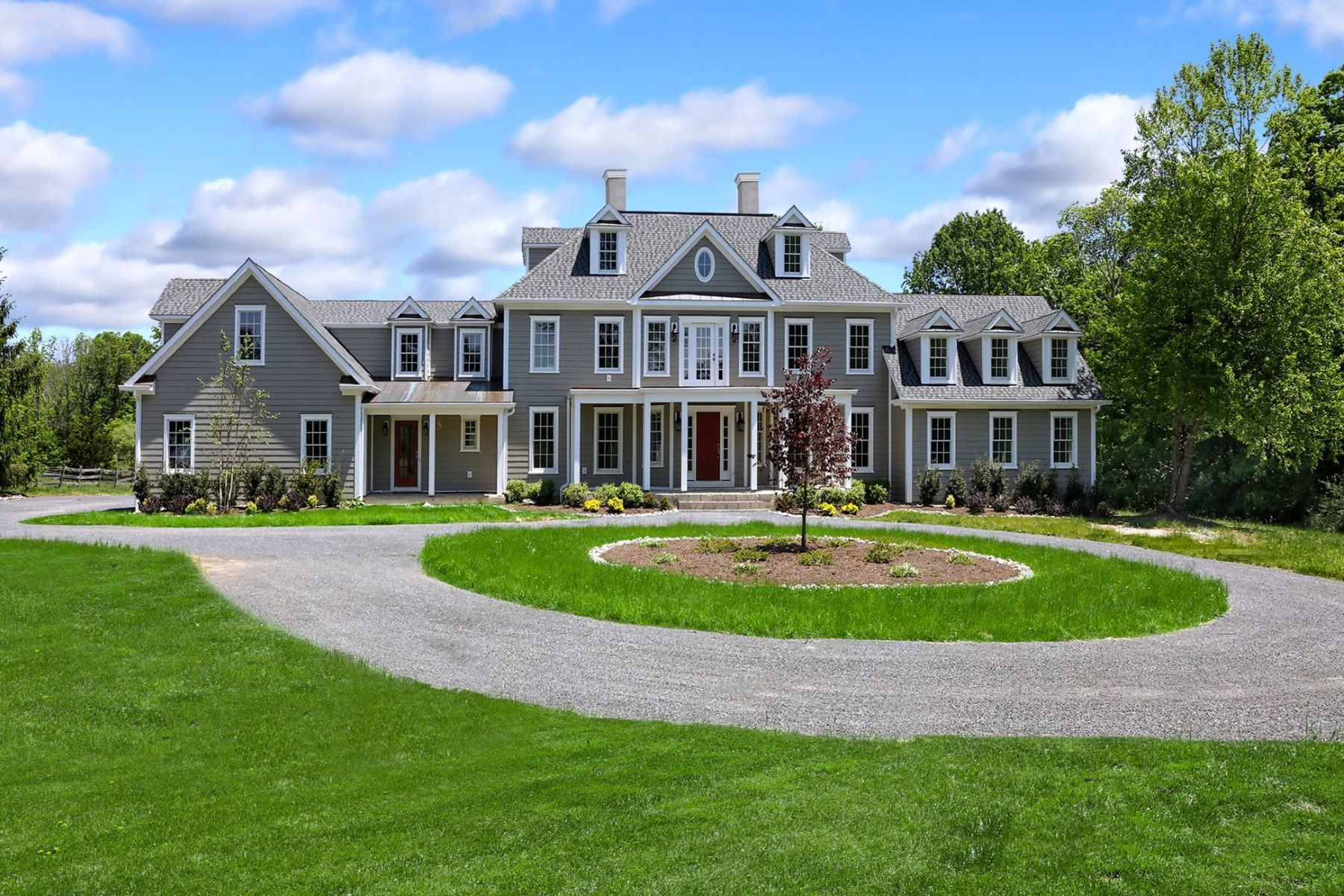 Single Family Homes para Venda às Every Amenity in this Spectacular Estate-Style Home 114 Federal Twist Road, Stockton, Nova Jersey 08559 Estados Unidos