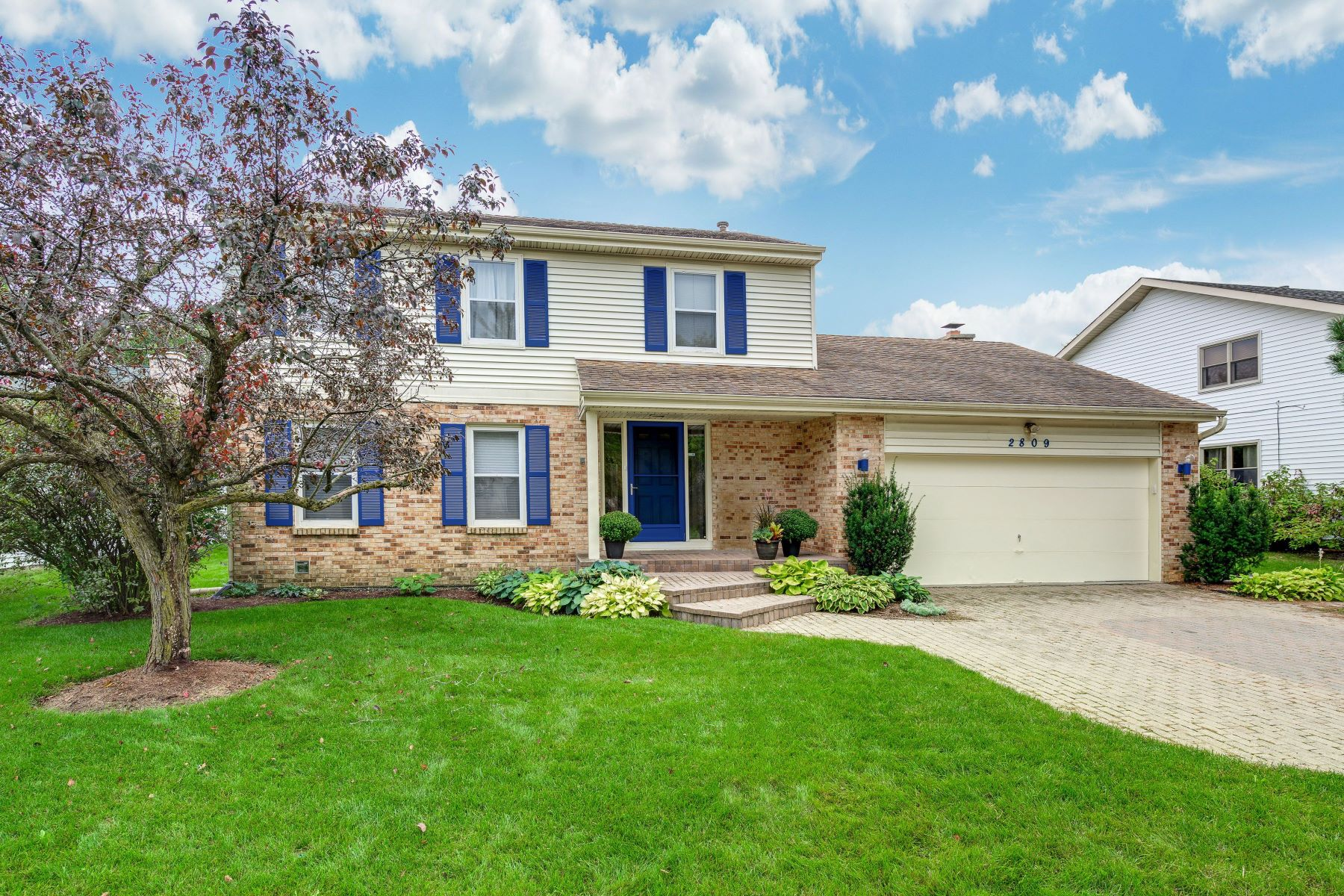 Single Family Homes for Active at Desirable home 2809 Crabtree Lane Northbrook, Illinois 60062 United States