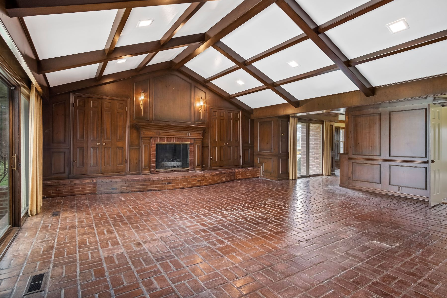 Additional photo for property listing at Incredible Ladue Home 1110 South Warson Road Ladue, Missouri 63124 United States