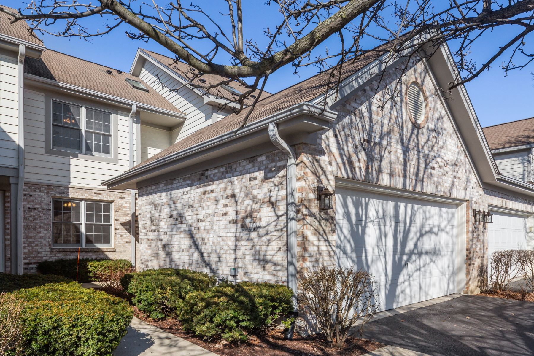 Single Family Home for Sale at Stunning Townhome on Quiet Cul De Sac 5452 Ashbrook Place Unit Downers Grove, Illinois 60515 United States