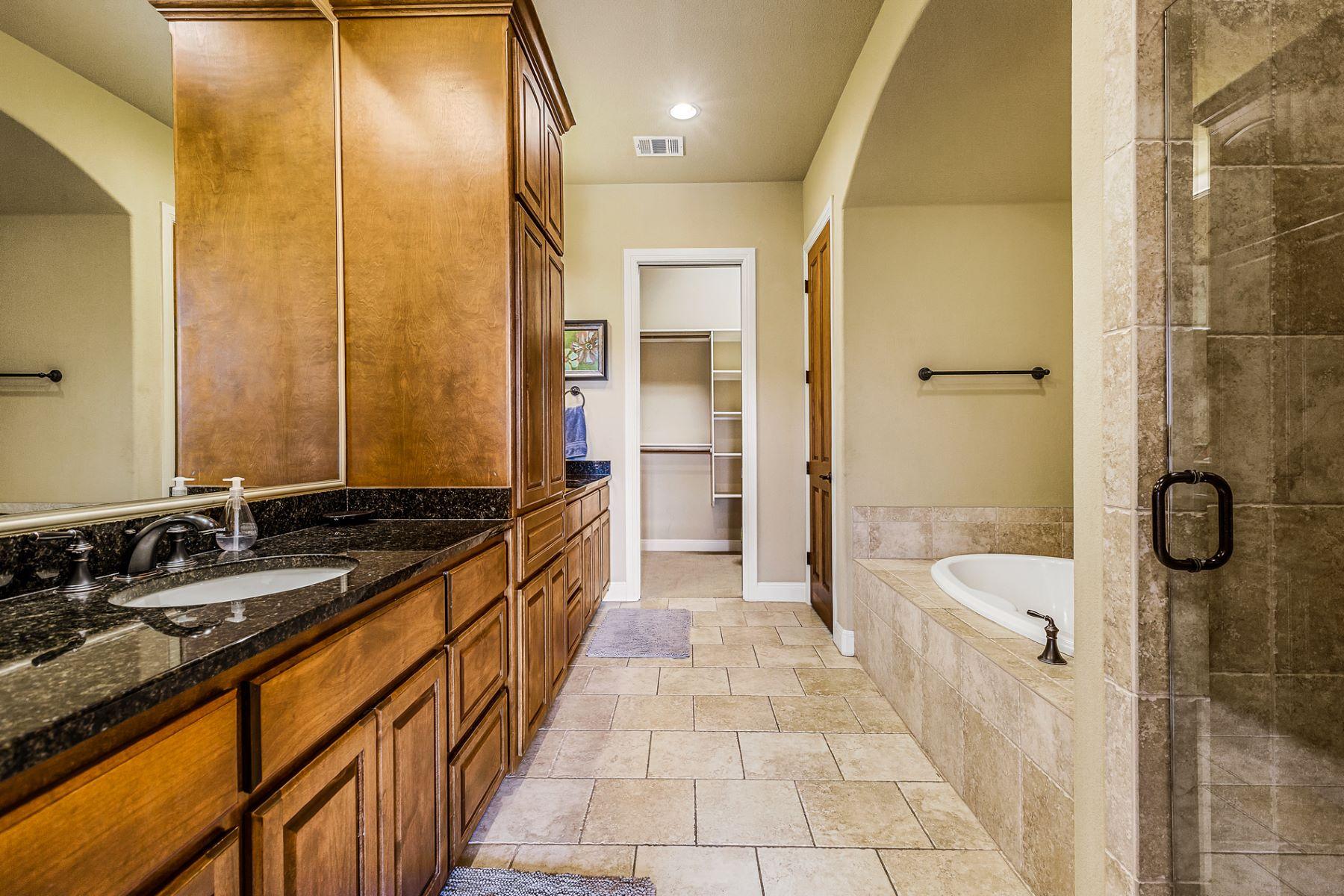Additional photo for property listing at 423 Marina Village Cove, Austin 423 Marina Village Cv Austin, Texas 78734 Estados Unidos