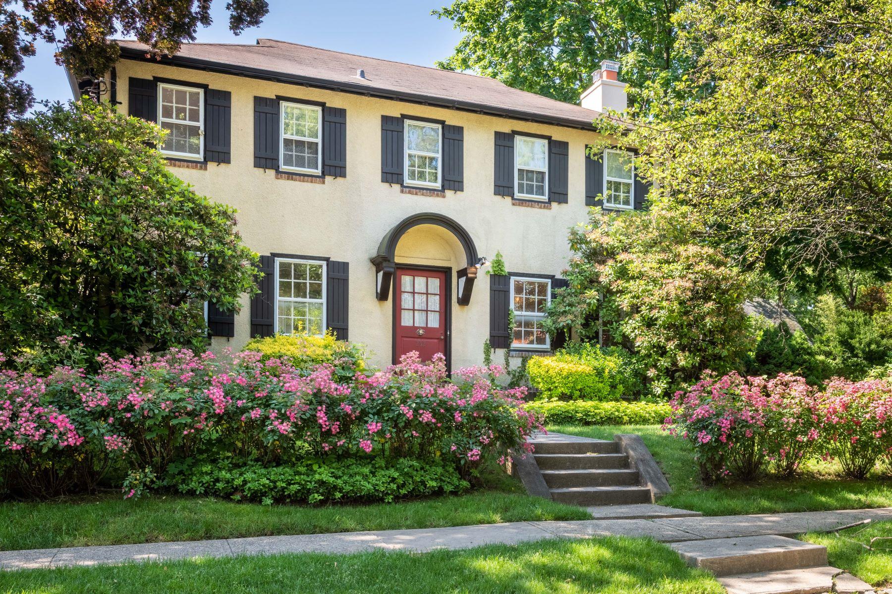 Single Family Homes 為 出售 在 232 Manor Road, Douglaston, Ny, 11363 Douglaston, 纽约 11363 美國