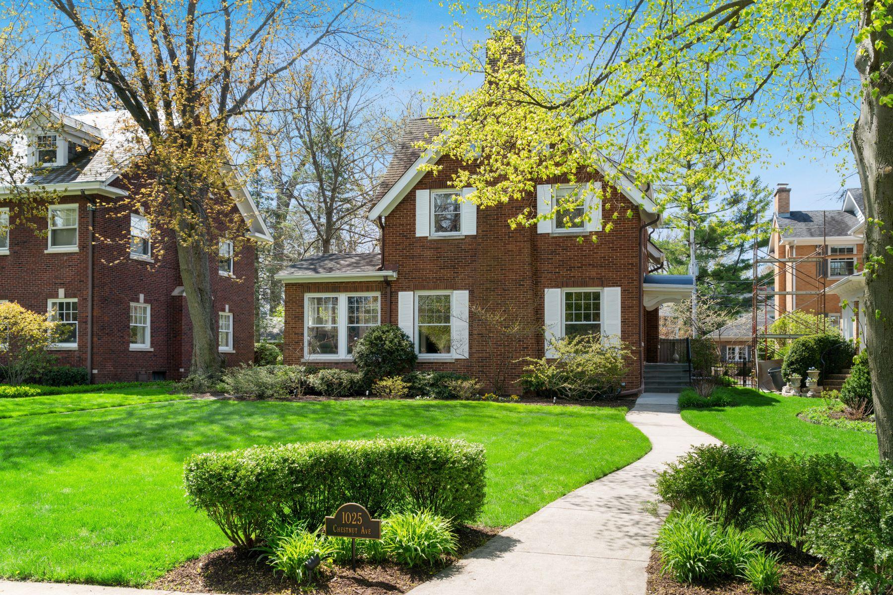 Частный односемейный дом для того Продажа на Prime East Wilmette Location 1025 Chestnut Avenue Wilmette, Иллинойс 60091 Соединенные Штаты