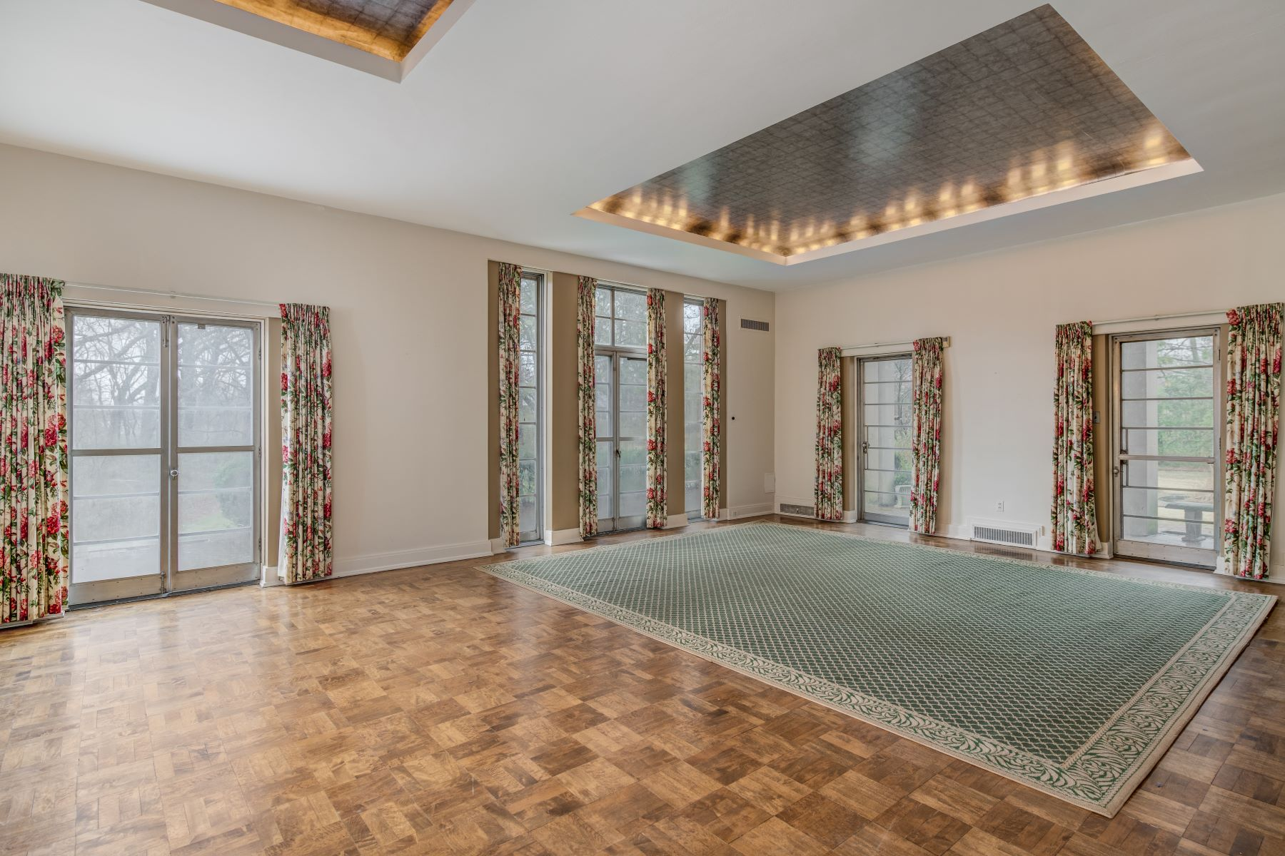 Additional photo for property listing at Huntleigh Estate Designed by Charles Eames 4 Deacon Drive Huntleigh, Missouri 63131 United States