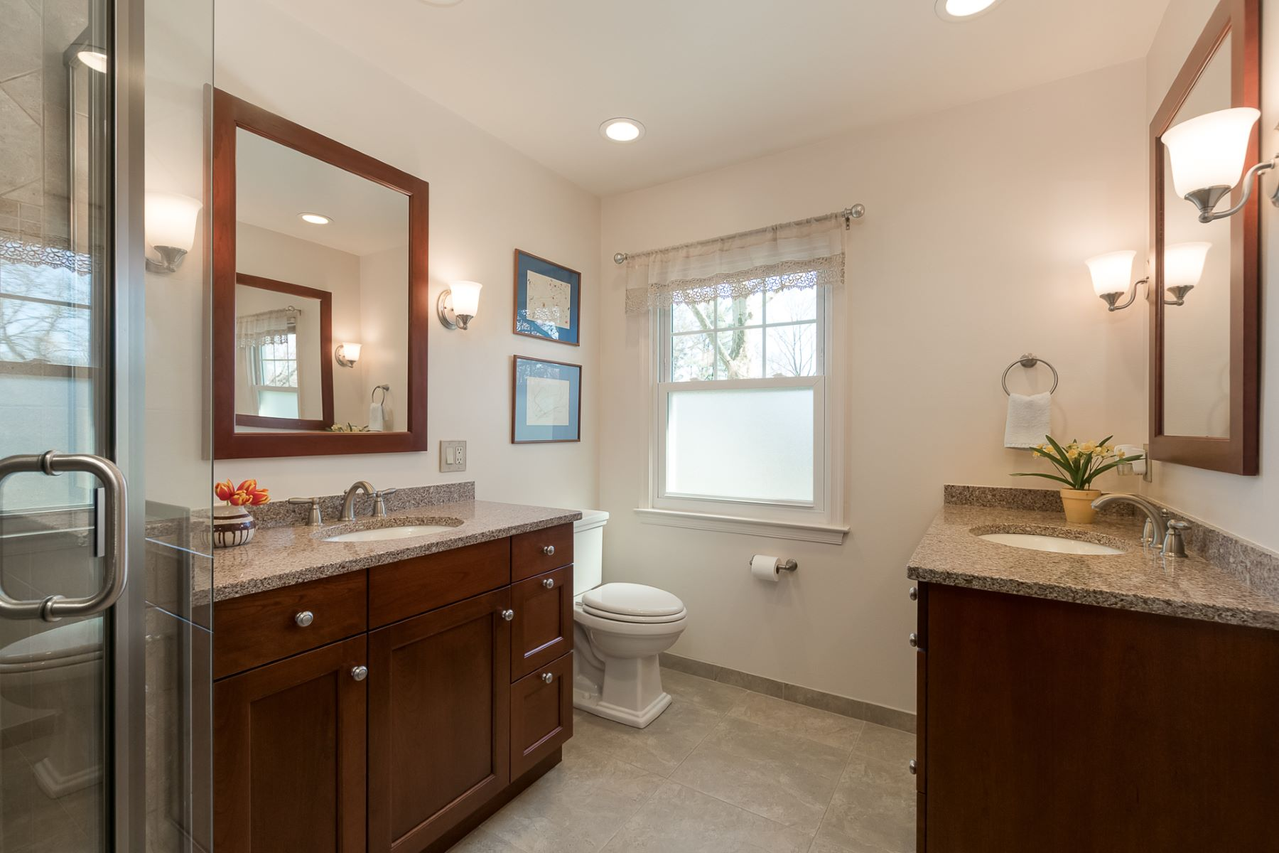 Additional photo for property listing at Renovations Shine in Lawrenceville 4-Bedroom 8 Woodlane Road, Lawrenceville, New Jersey 08648 Stati Uniti