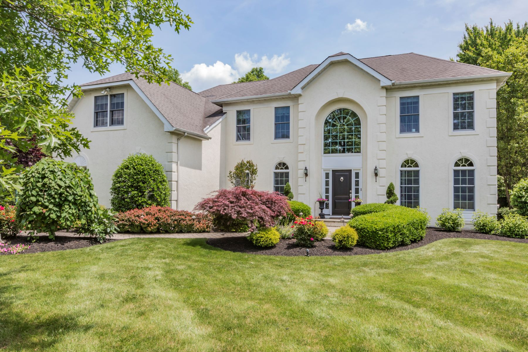 Property للـ Sale في Refreshingly Renovated In Hopewell Hunt 16 Morris Drive Princeton, New Jersey 08540 United States